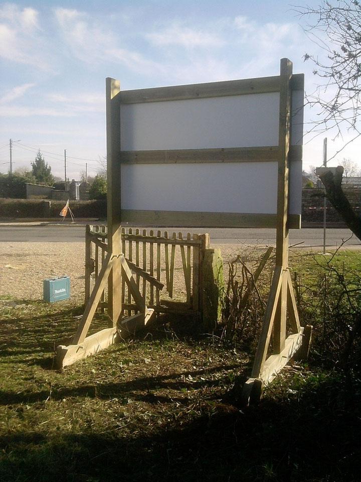 ossature pour panneaux publicitaire en bois