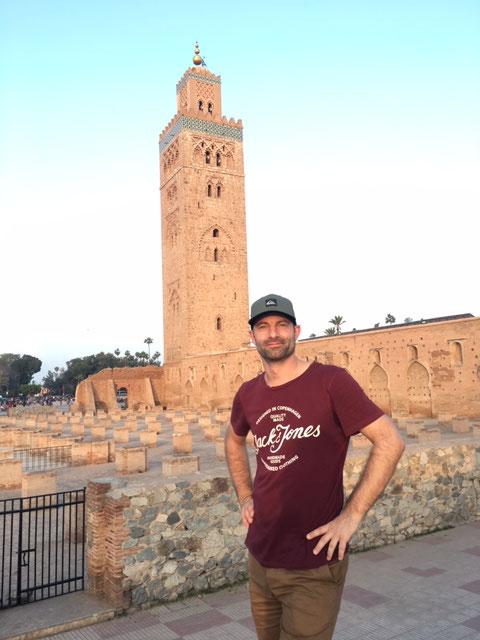 In Marrakesch vor der Koutoubia Moschee