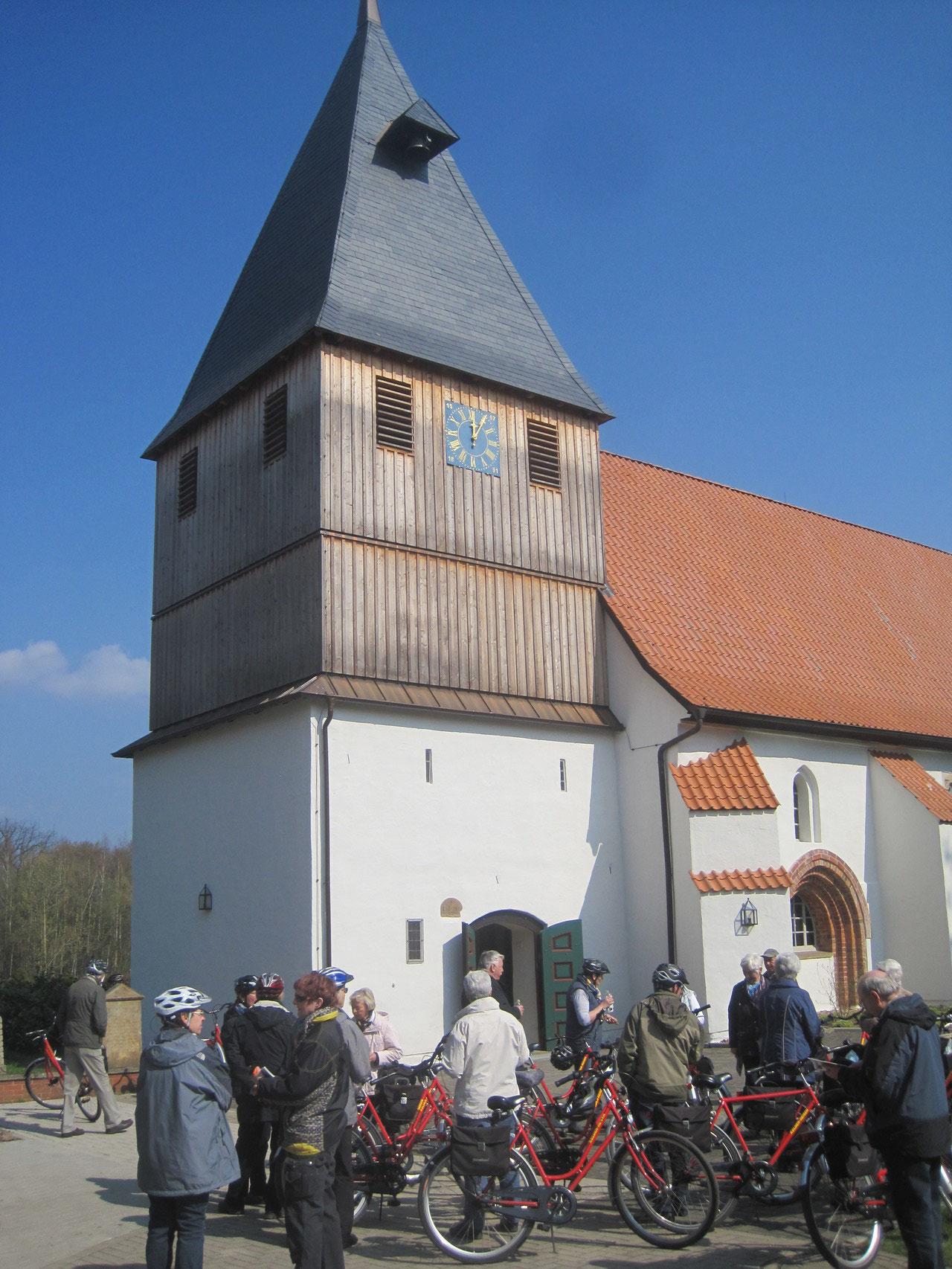Paus an der St. Katharinen-Kirche in Steyerberg