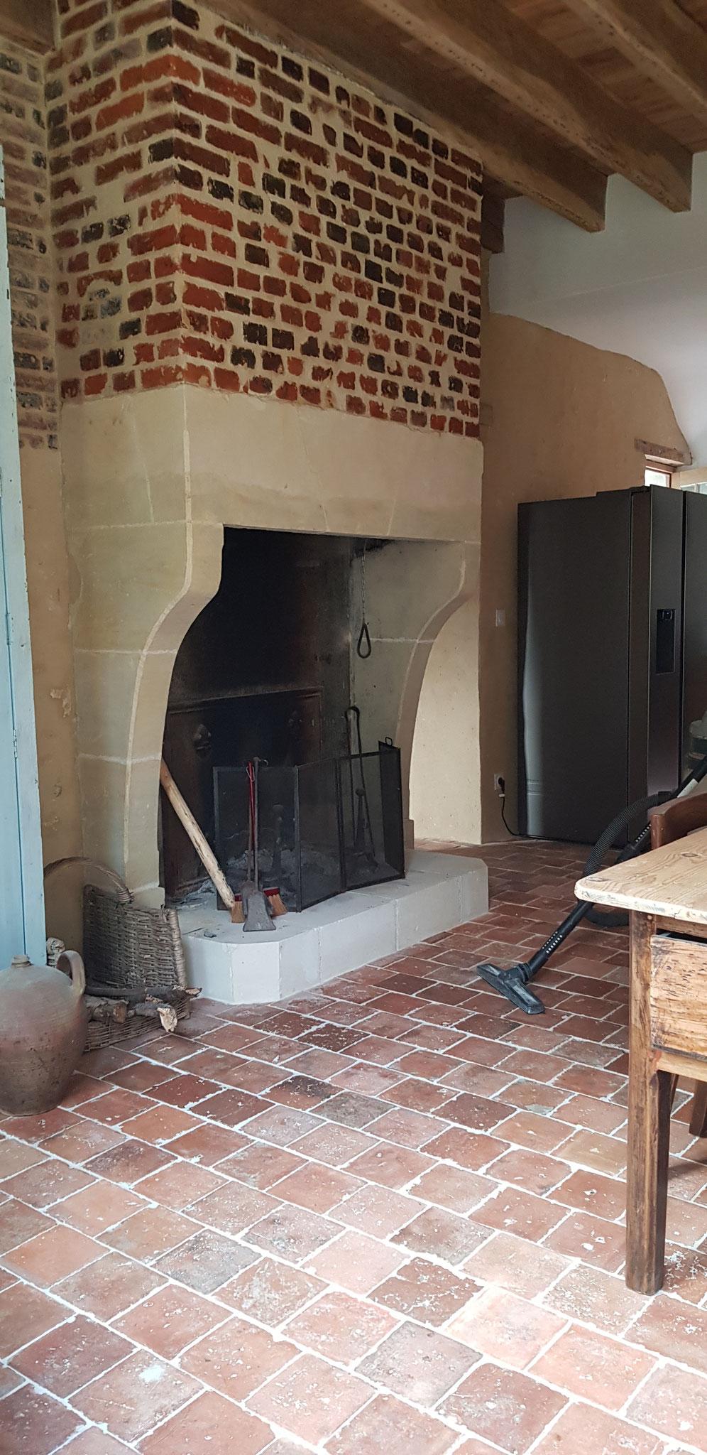 Rénovation terminée aprés travaux, faux appareillages pierres de taille, piquetage du manteau jointoiement des briques de parement