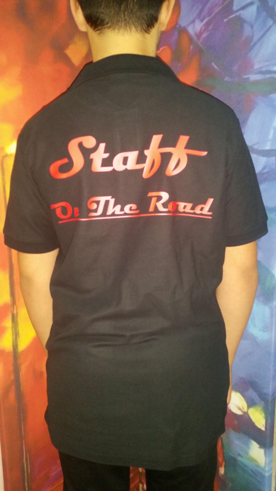 Polo nera con stampa sulla schiena colore rosso