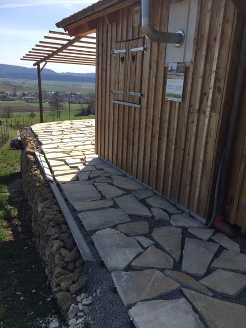 Bodenplatten gelegt
