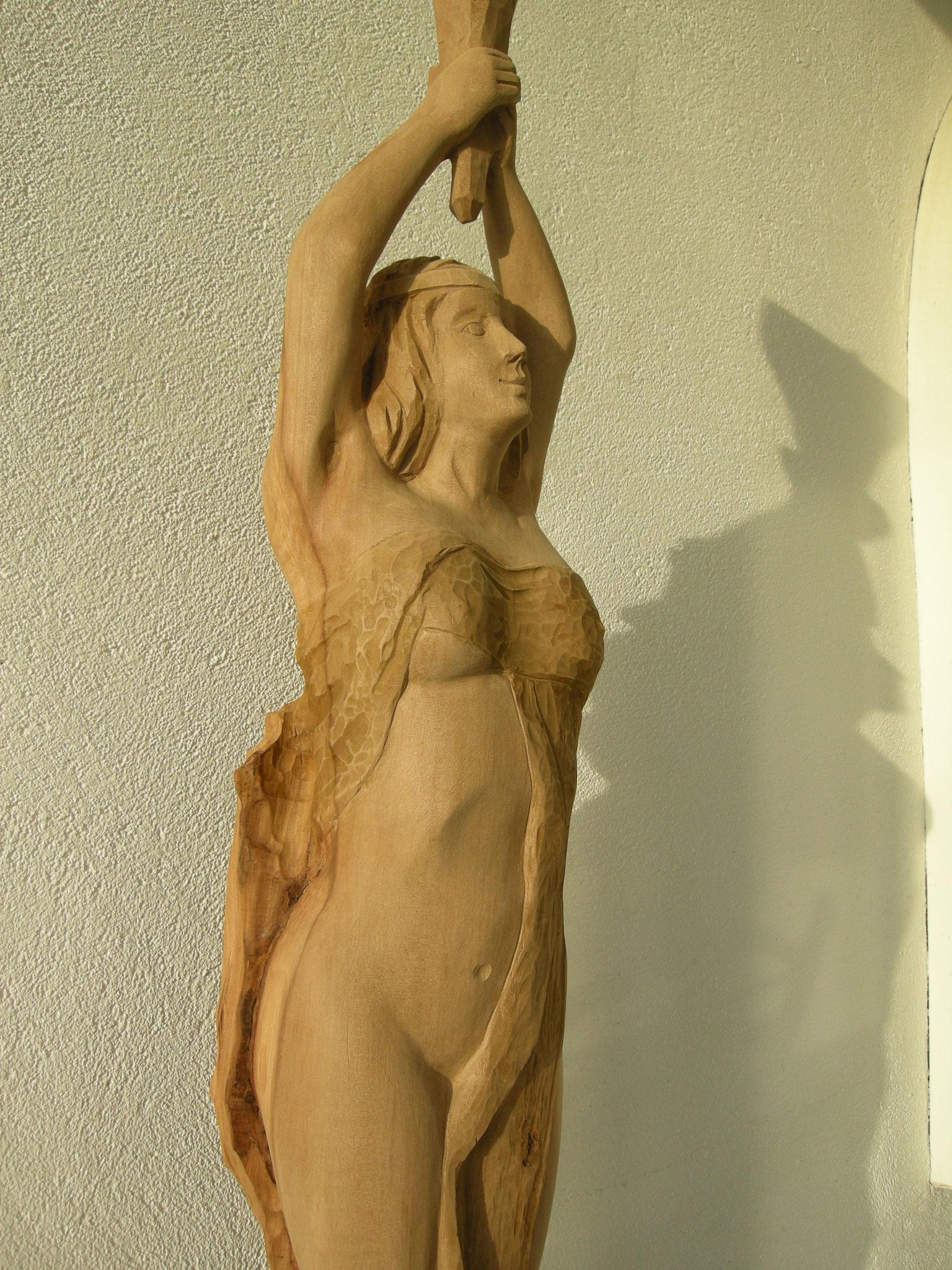 Akt Holzschnitzerei