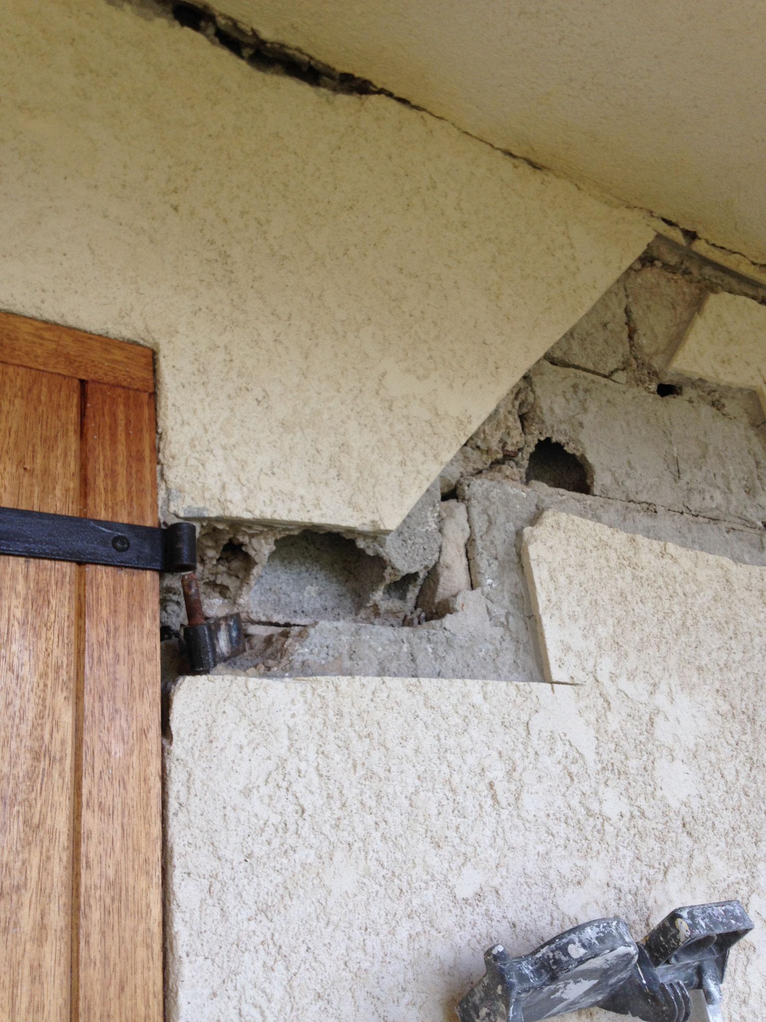 Réparation/ Ouverture des fissures avant traitement par pontage grillagé,Rebouchage au mortier