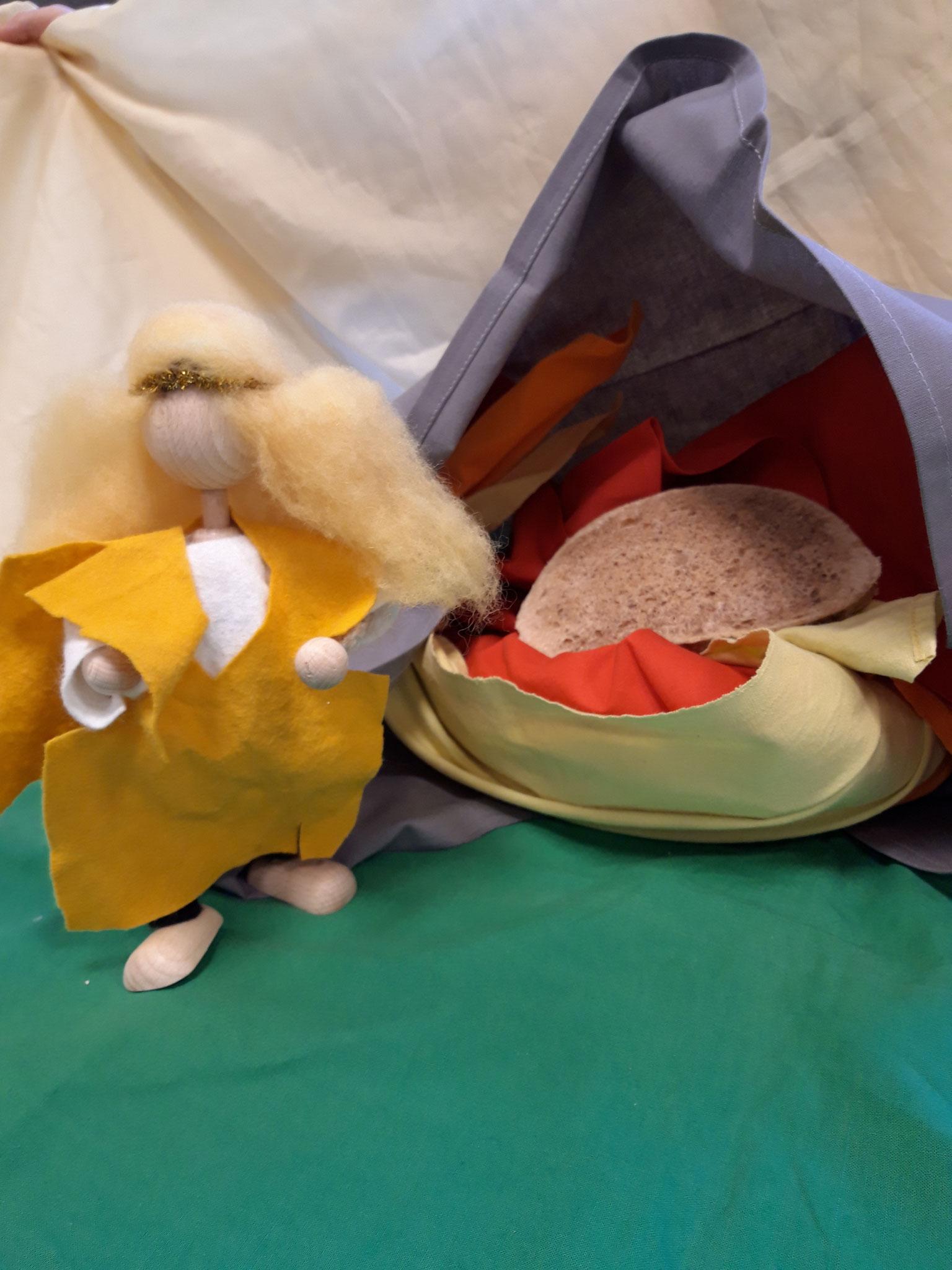 Da ist sie zum Backofen gekommen und hat gekuckt was in dem Backofen drin war. Da hat sie gesehen dass da ein Brot drin war.