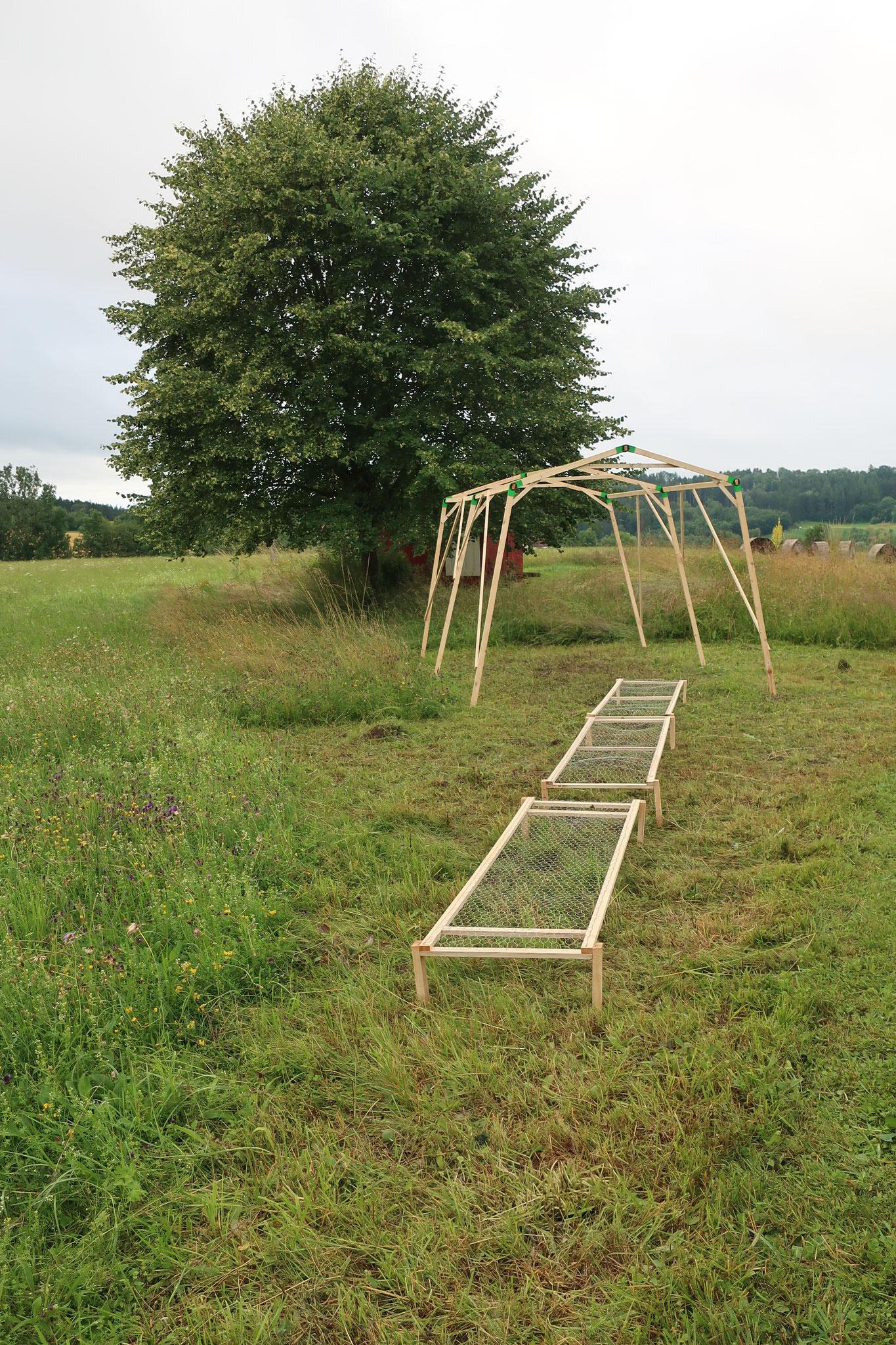 mähen 1_Dokumentation_Prozess mit diversen Materialien_Symposium Natur-Kunst-Leben_Kunsthalle Kleinschönach_2021_Britta Frechen