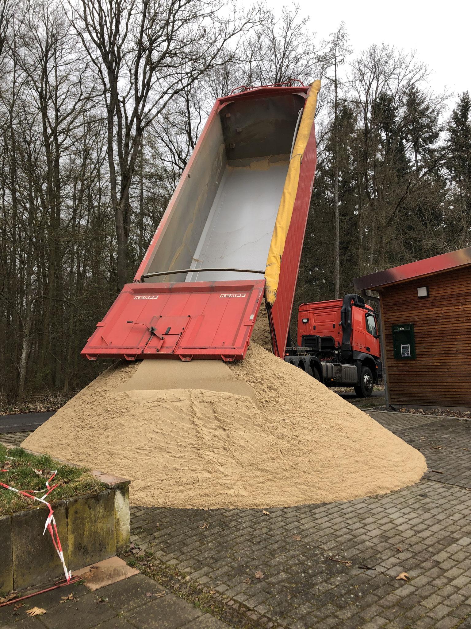 reichlich Sand - Spende der Fa. Rysse