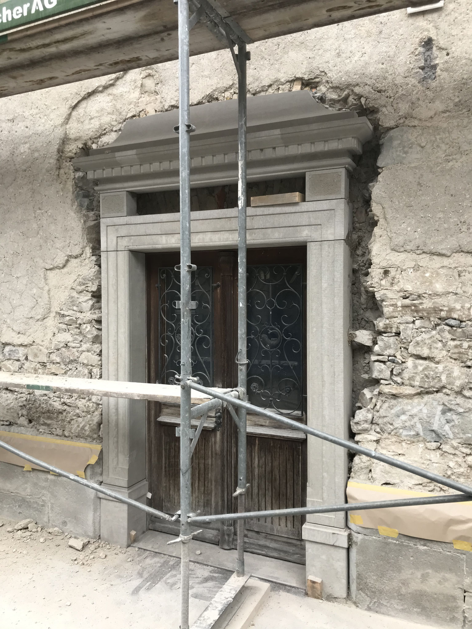 Detail Eingangsportal beim ausmauern mit Luftkalkmörtel