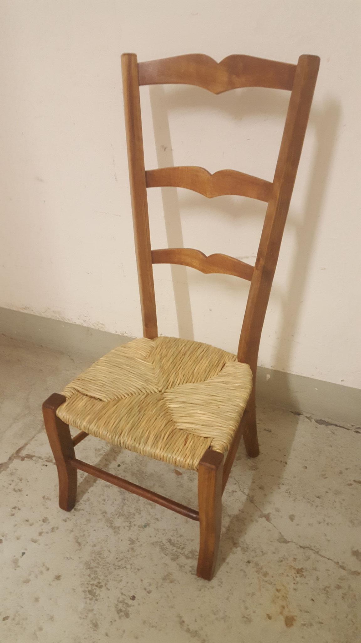 Tessinerstuhl mit neuer Sitzfläche aus Binsen