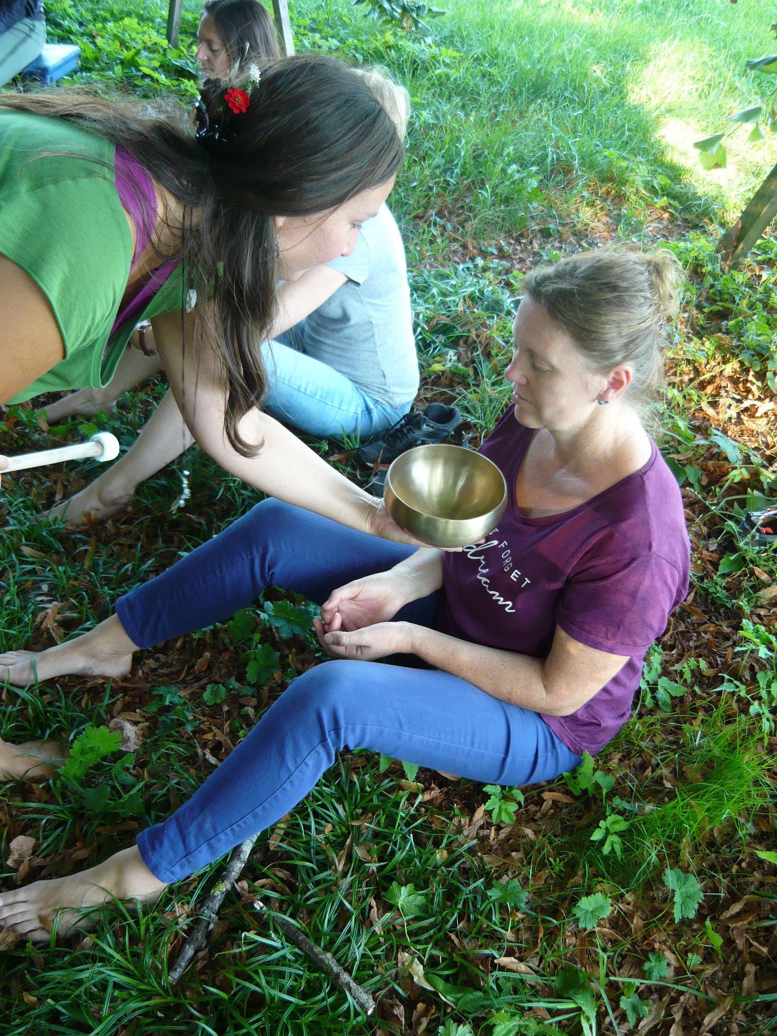 ... Naturmeditation, begleitet von den wohlklingenden Tönen der  Klangschale