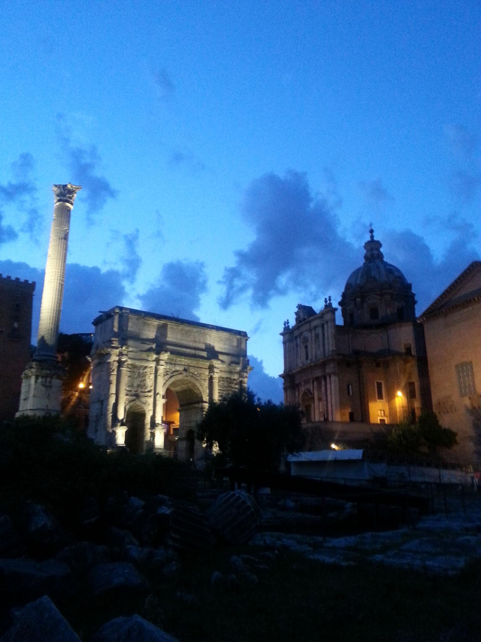 Il foro Romano di notte...che meraviglia!!!