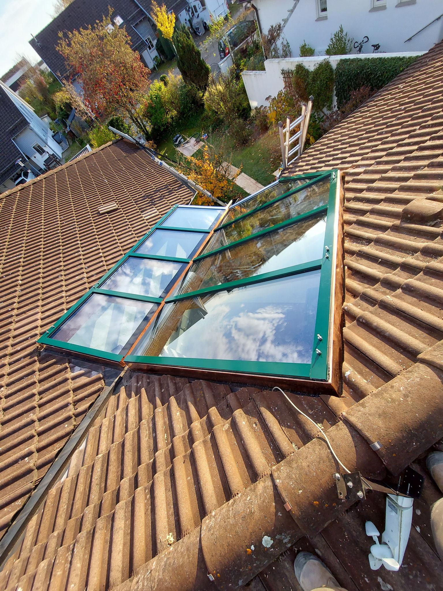 Glasdach fertig miontiert mit den passenden Bolzen für den Sonnenschutz