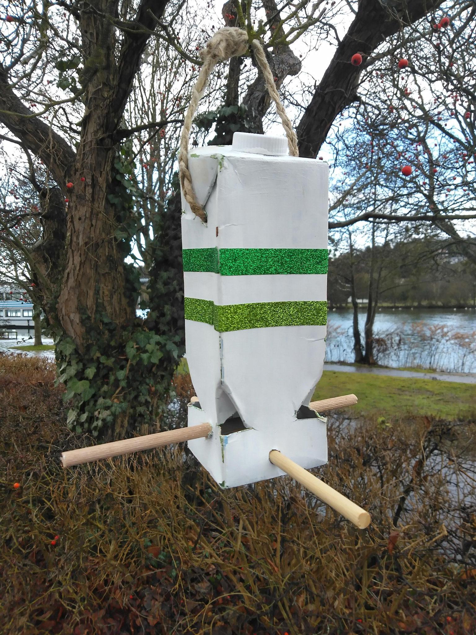 Upcycling: Vogelfutterhaus
