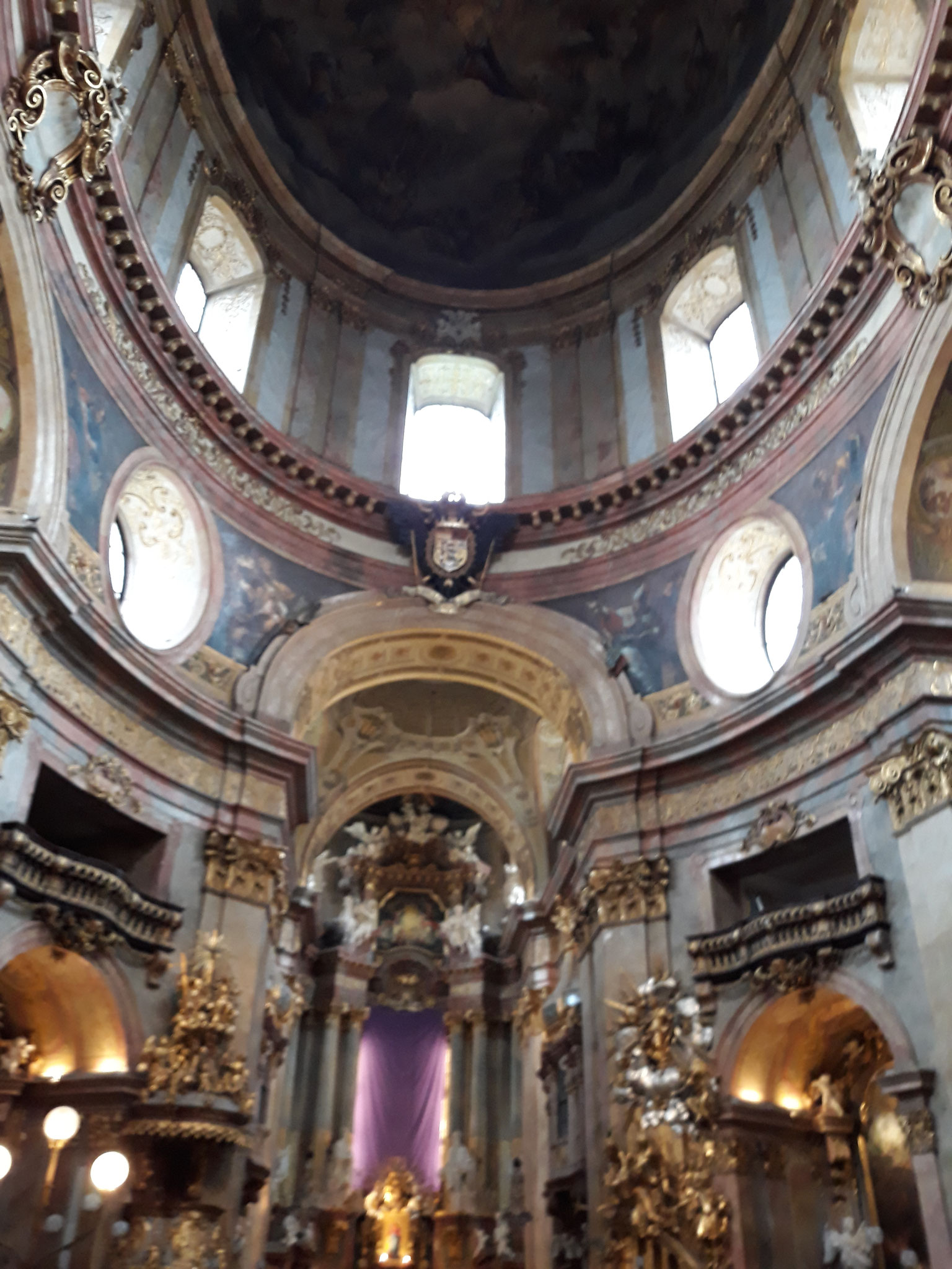 Peterskirche Vienna con la stemma dell'imperatore Leopoldo I
