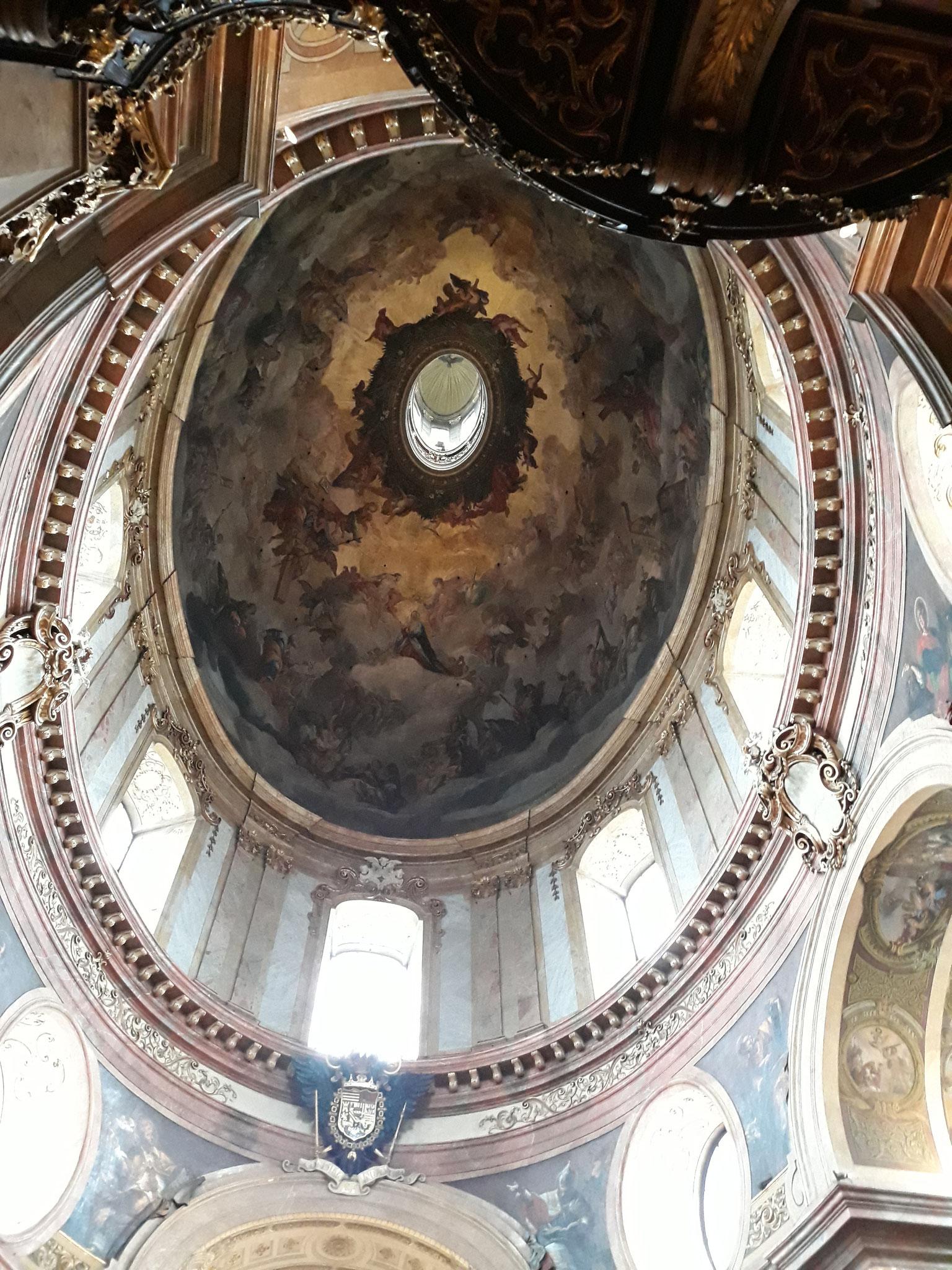 Die Laterne aus dem Inneren der Peterskirche
