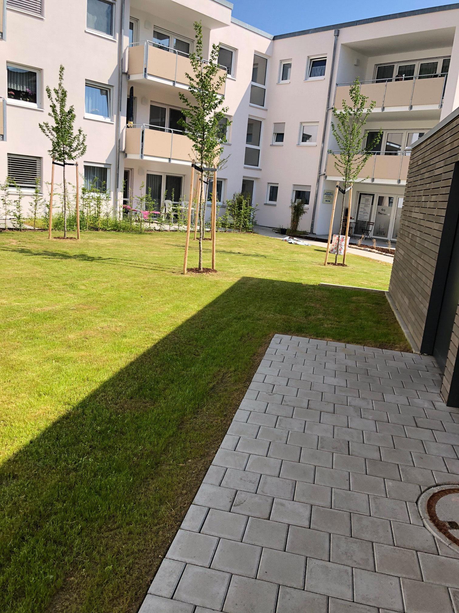 Grünflächenpflege - Wohnanlage Warthausen