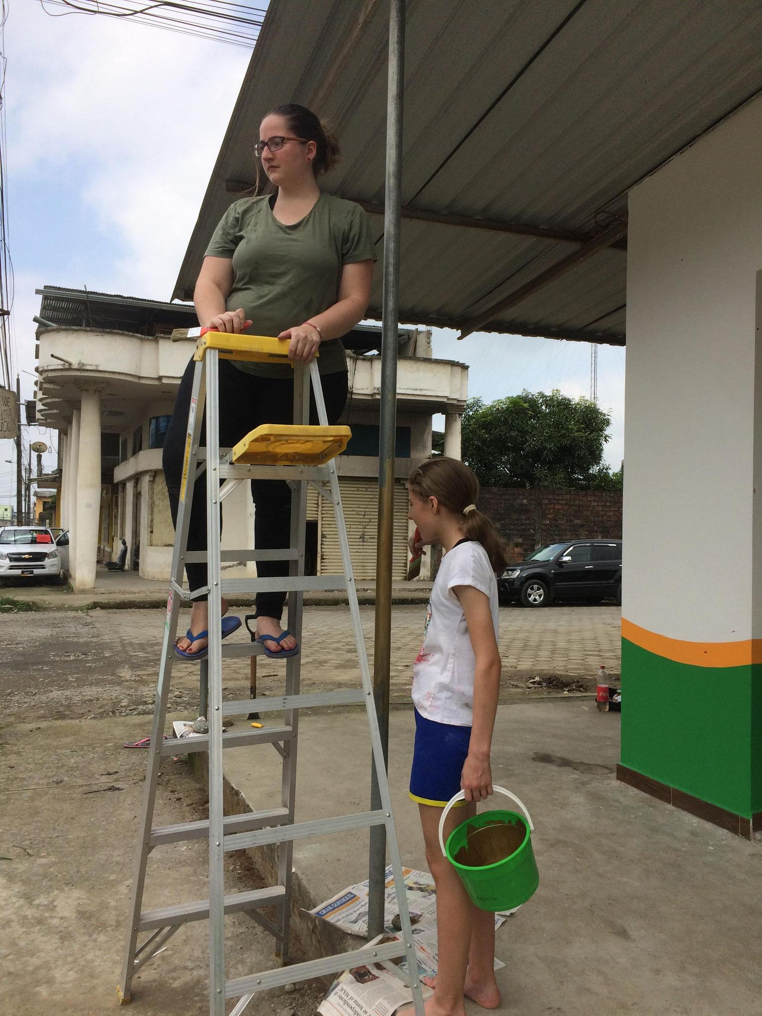 Corina und Delia malen
