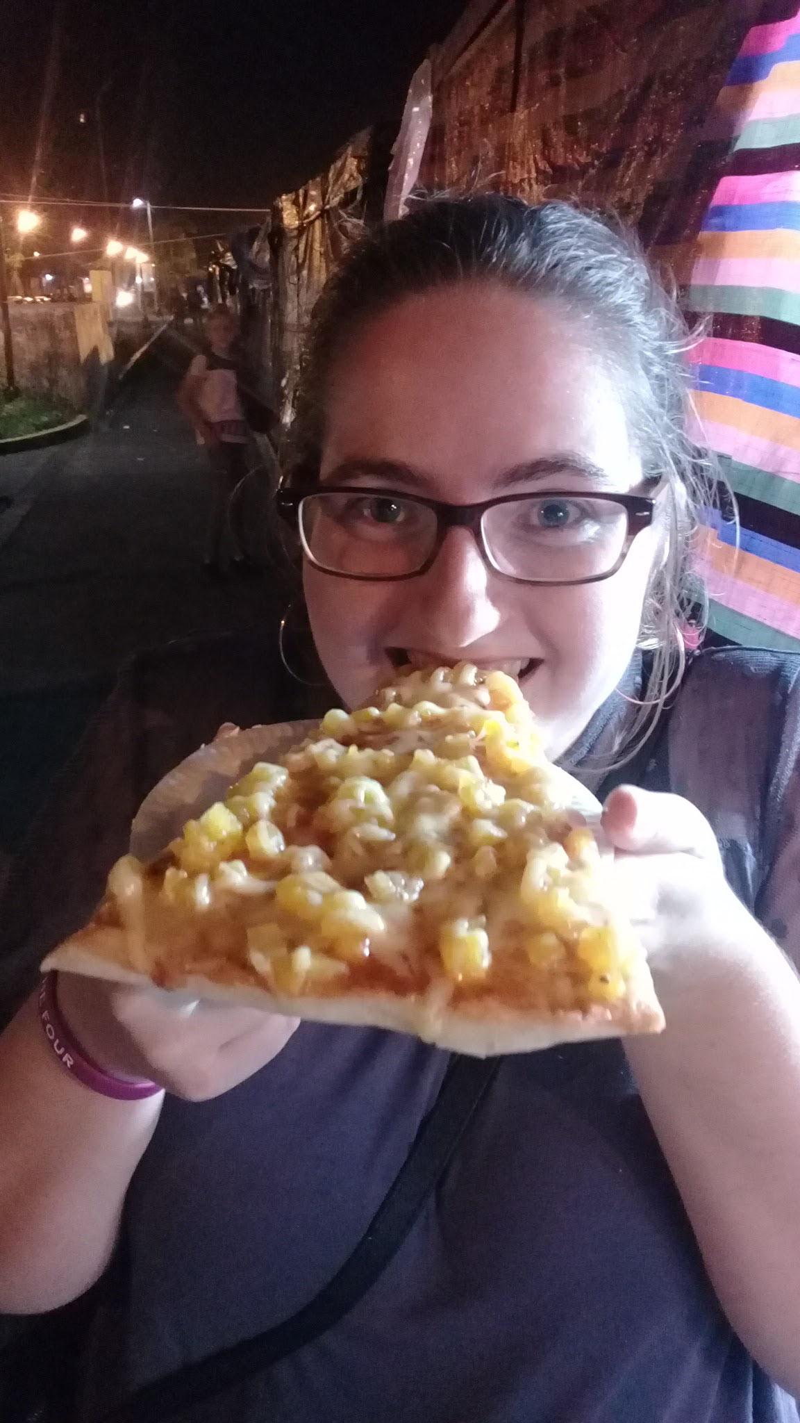 Kostprobe der Pizza Hawaiana