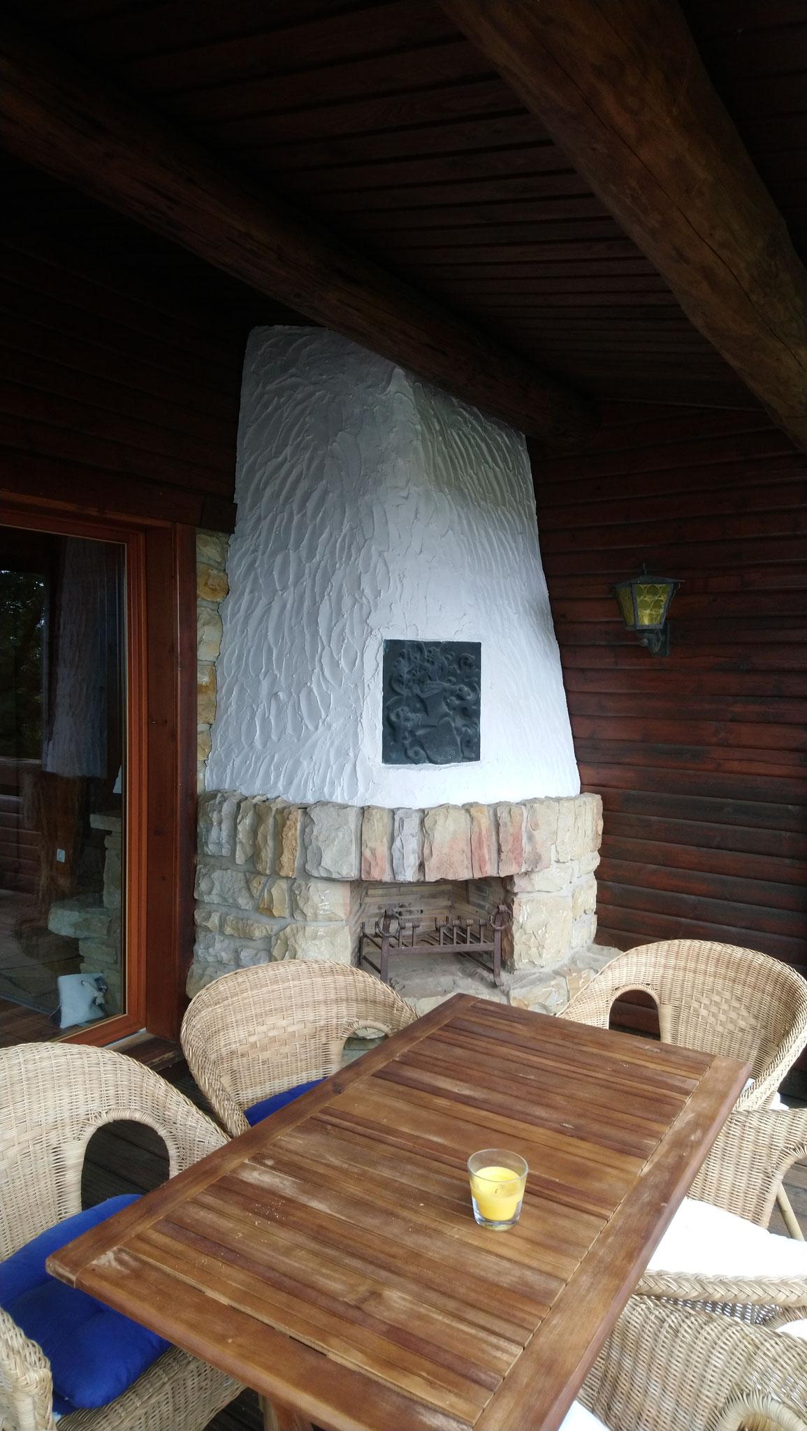 Der stillgelegte Kamin auf dem Balkon