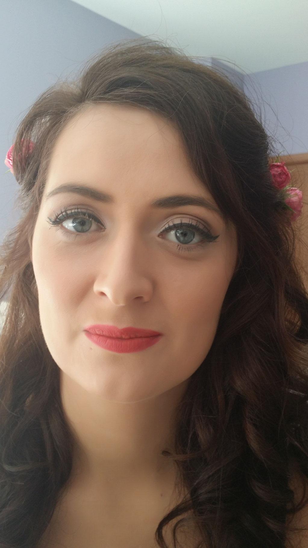 Maquillage mariée avec trait d'eye liner noir