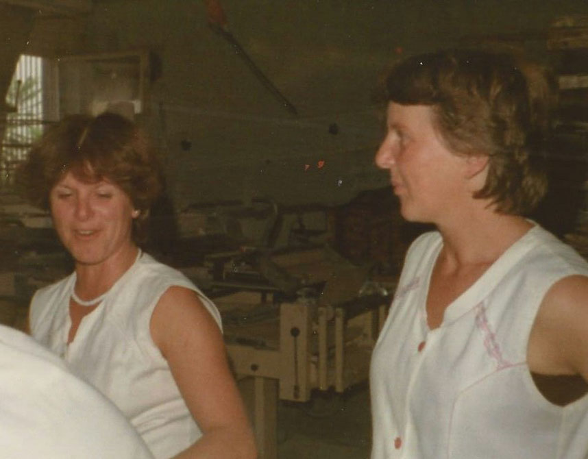 Vor einigen Jahren: unsere Verkäuferinnen Monika und Renate