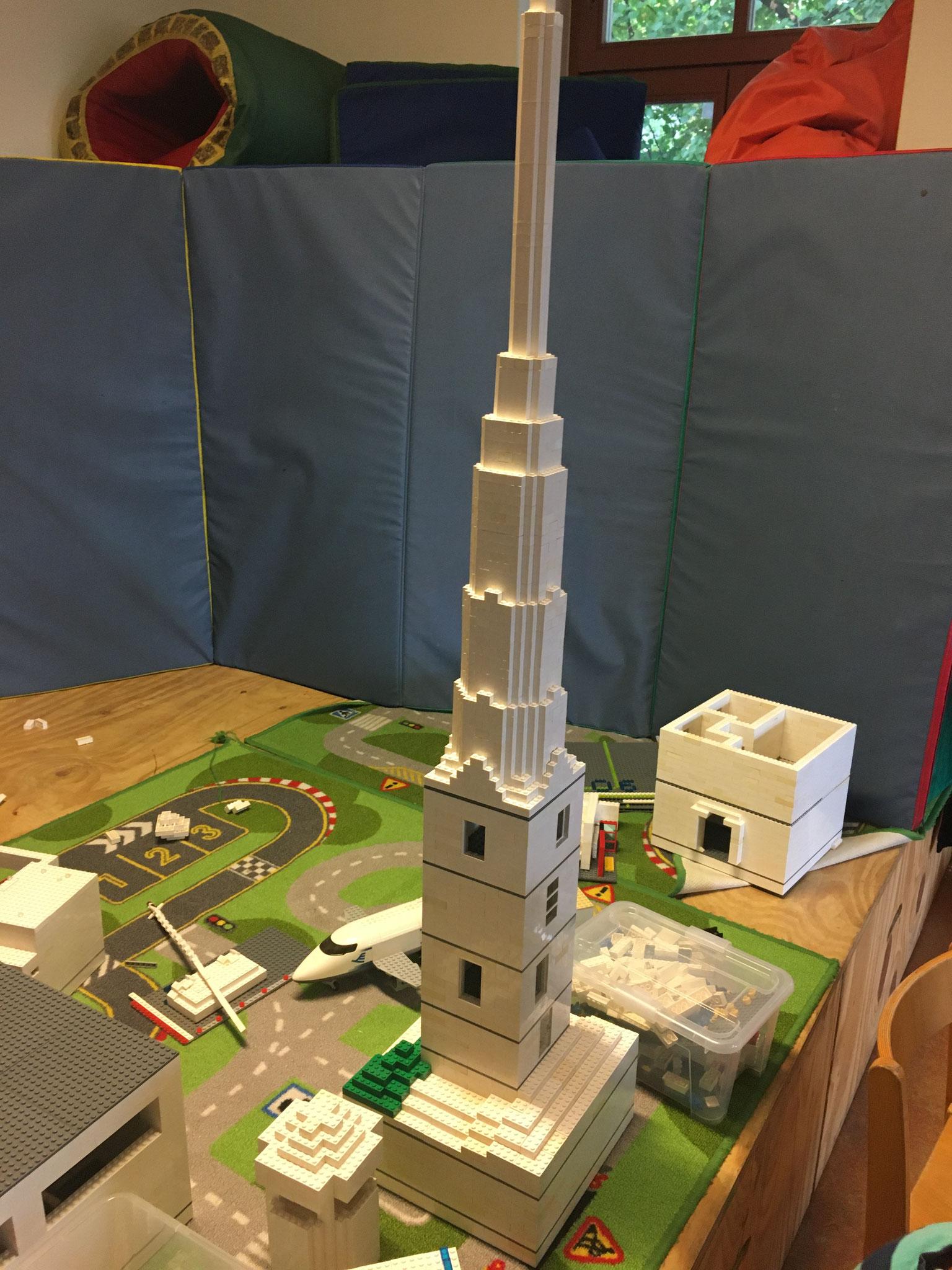 Turmbau in noch absehbare Höhen - bald wird das noch viel viel viel höher