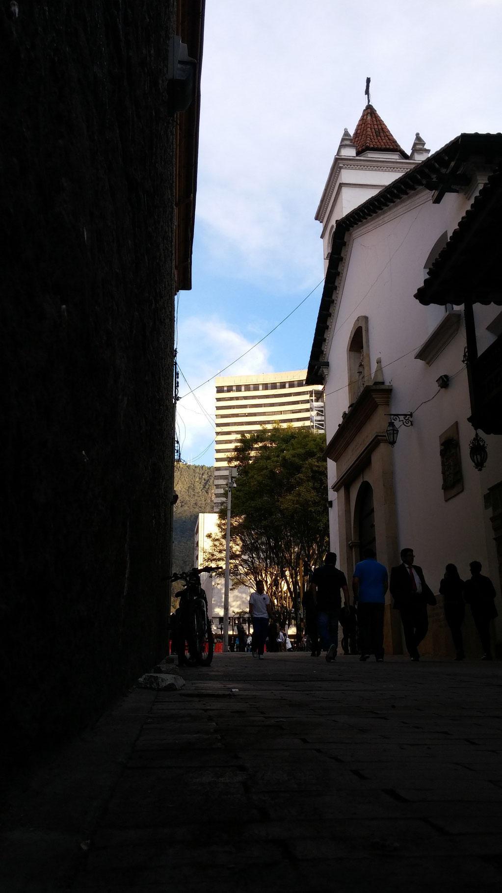Adrian Espinosa - Calle 16 fiel observadora