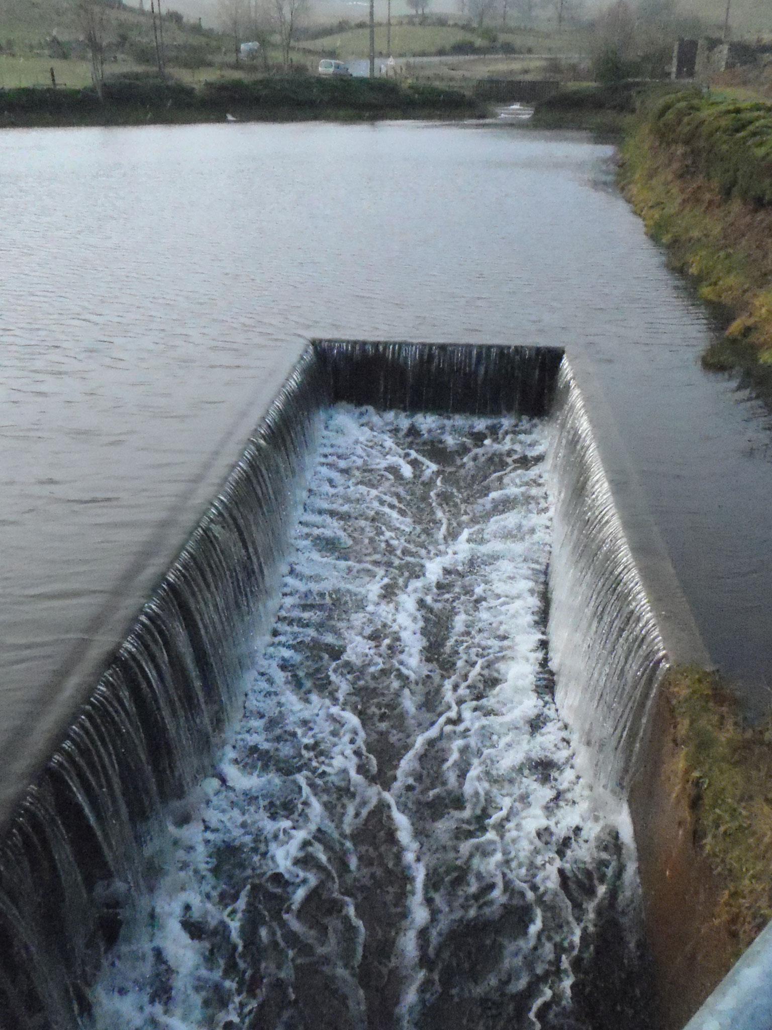 """Le déversoir du pla d'eau des Champas, avec un """"gros""""débit"""
