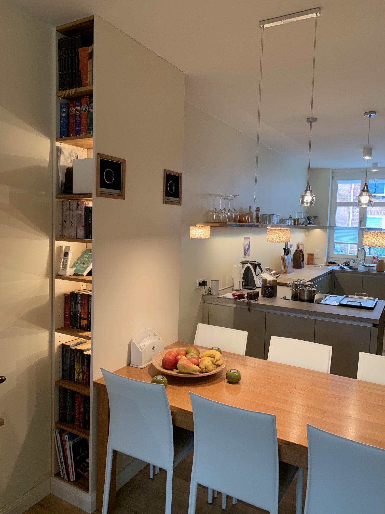 Wandpaneel aus Eiche und Dekorplatte mit Beleuchtung, integrierten Lautsprechern