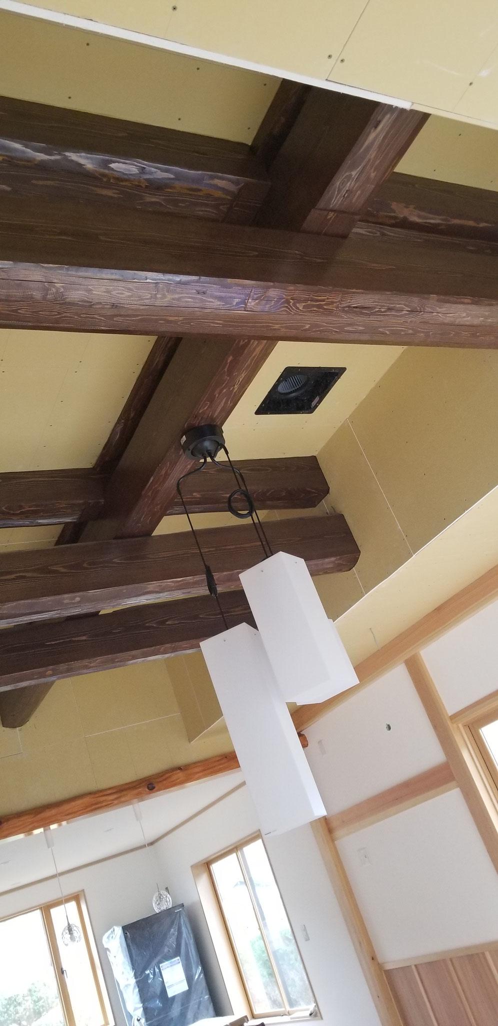 部材を表しにした迫力のある天井