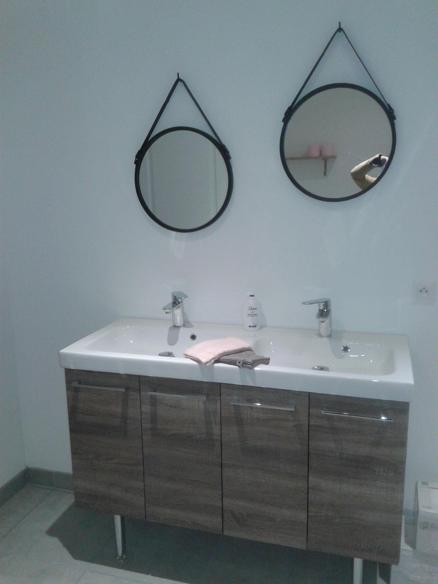 une salle de bain pour le gîte