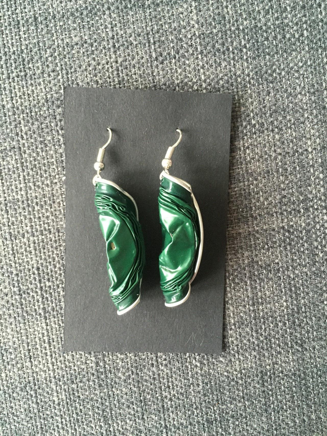 Gedrehte Ohrringe (dunkelgrün)
