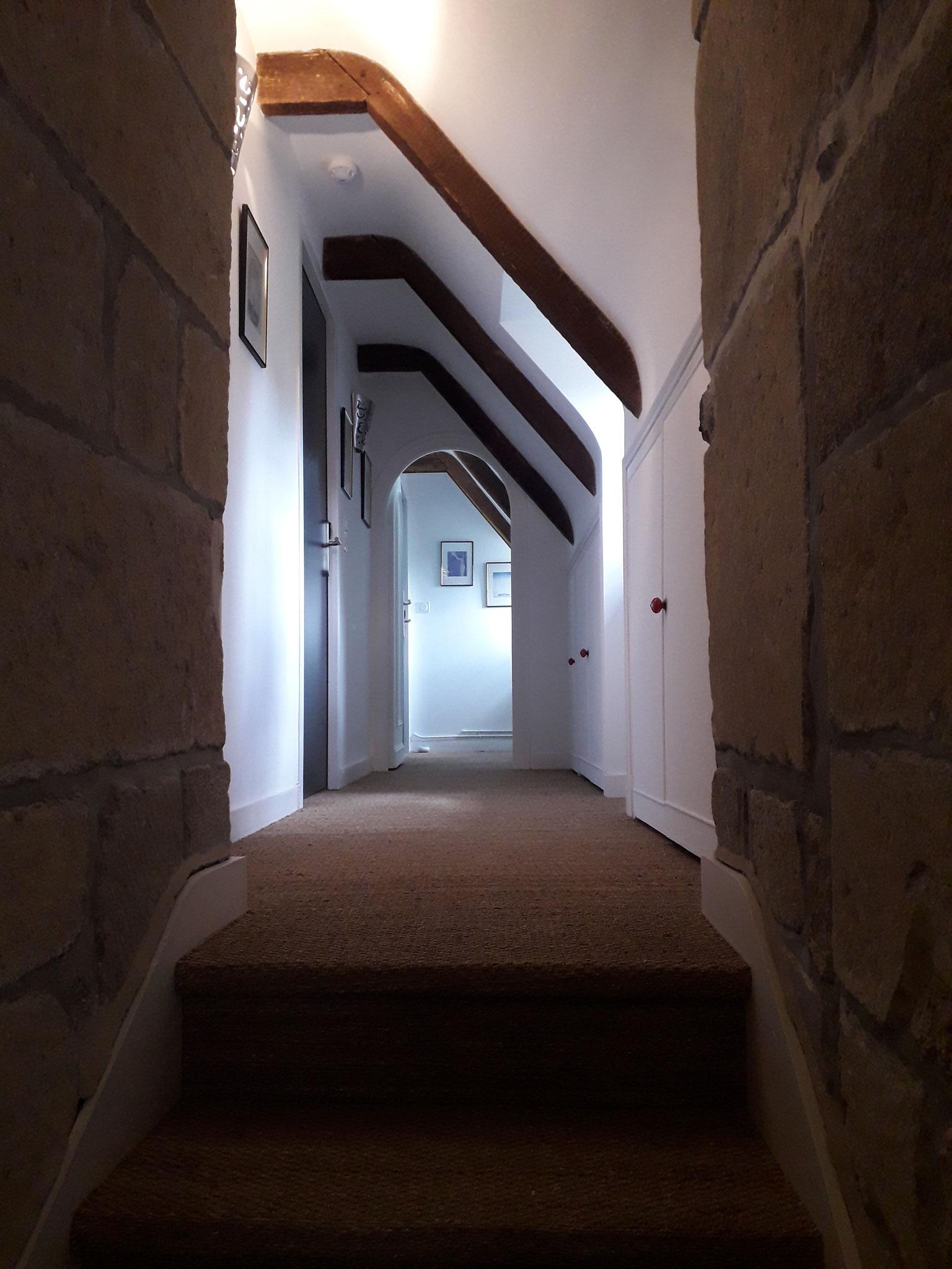 Couloir menant aux 2 chambres