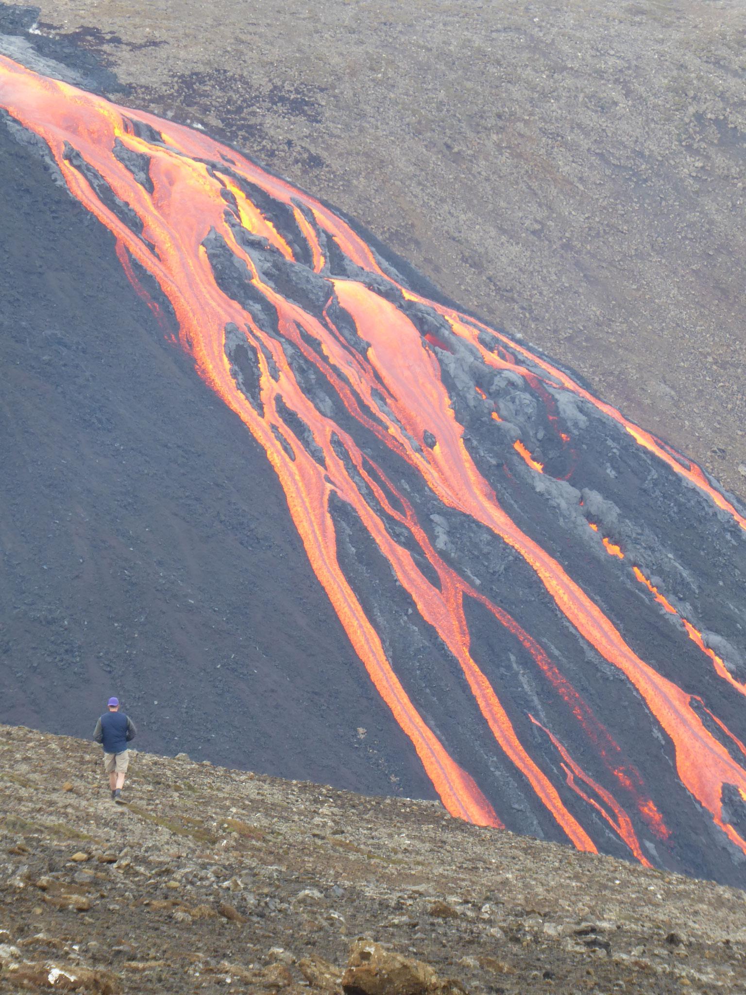 Die Lava des Fagradalsfjall-Vulkans aus nächster Nähe