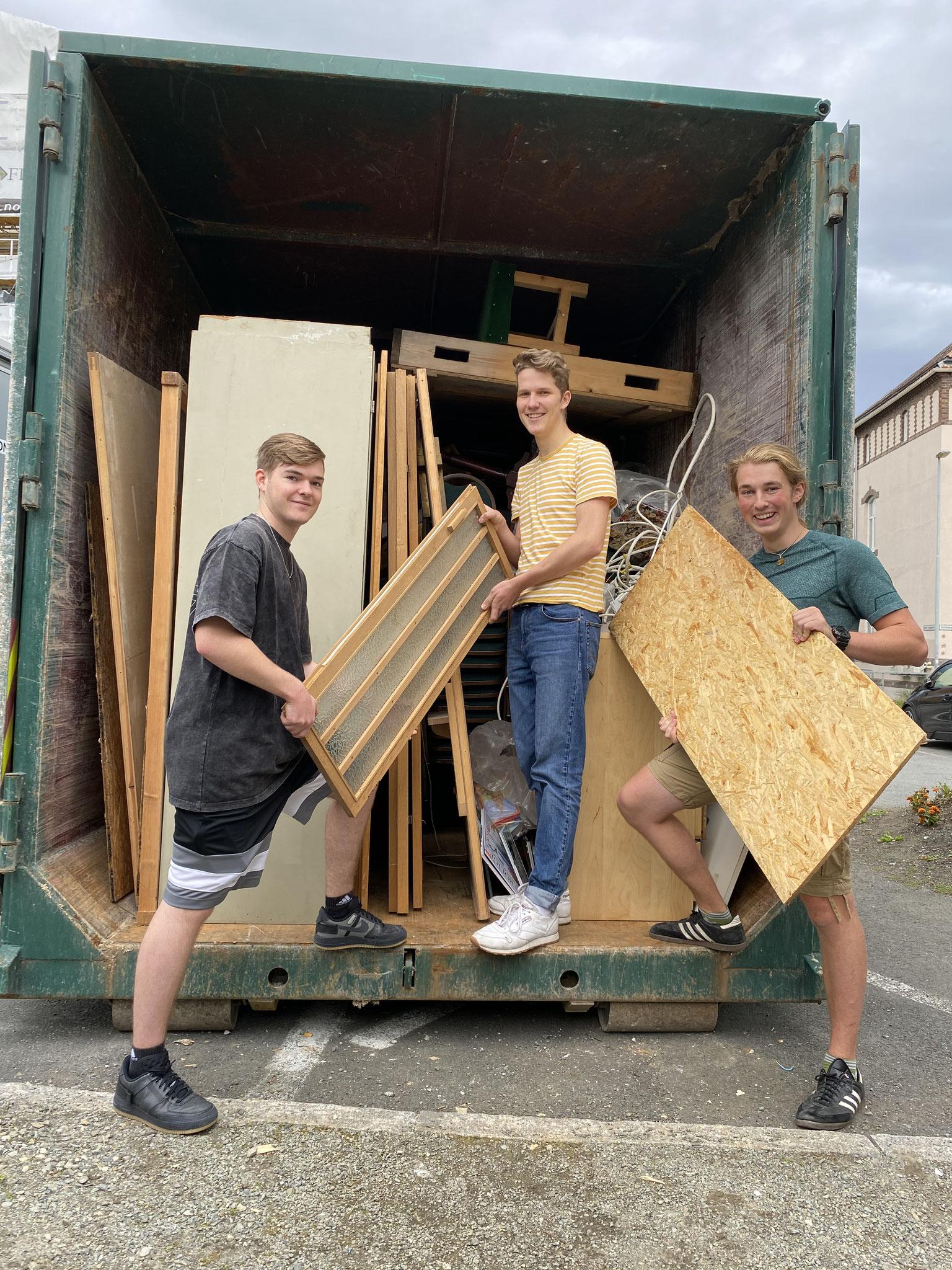Paul, Jonas und ich beim Aufräumen des Kirchenkellers in Trondheim