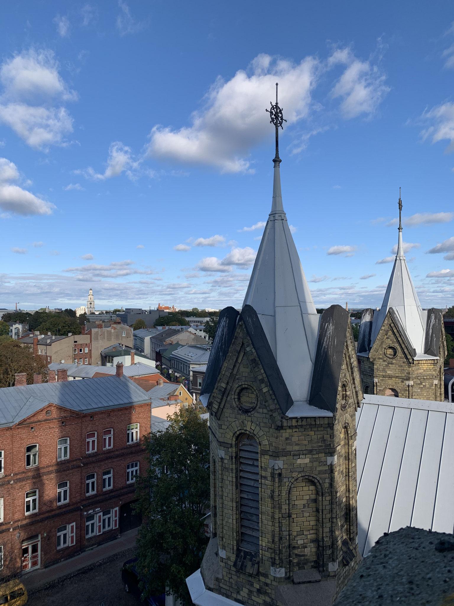 Auf dem Kirchendach in Liepaja