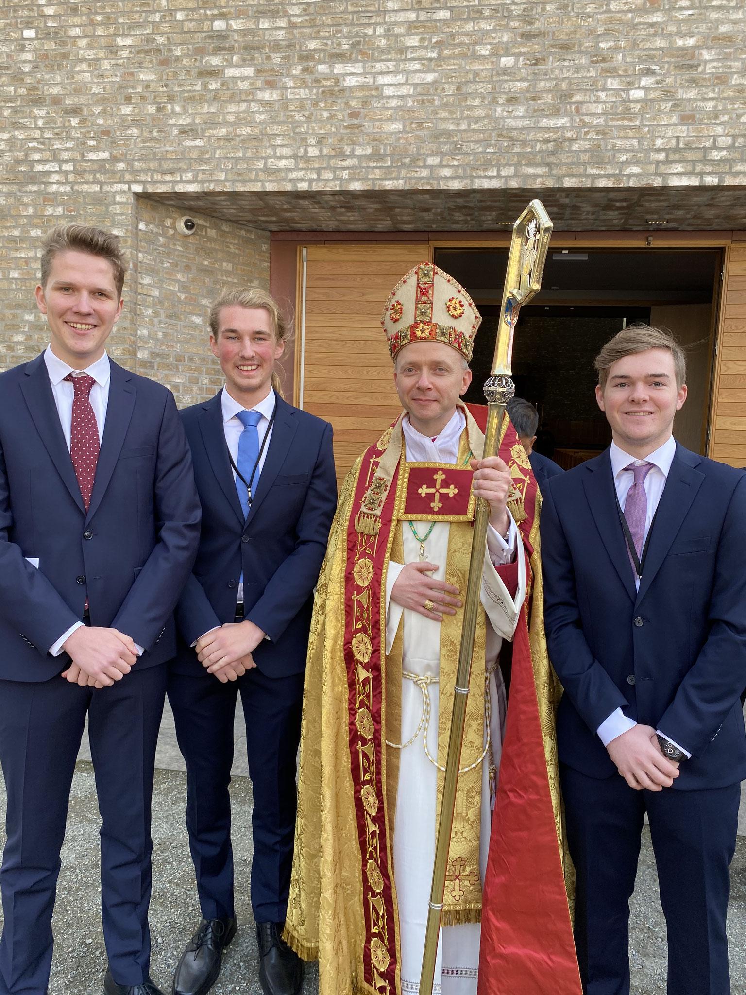 Endlich hat Trondheim wieder einen Bischof! Hier lassen wir drei uns nach der feierlichen Weihe mit Bischof Erik ablichten.