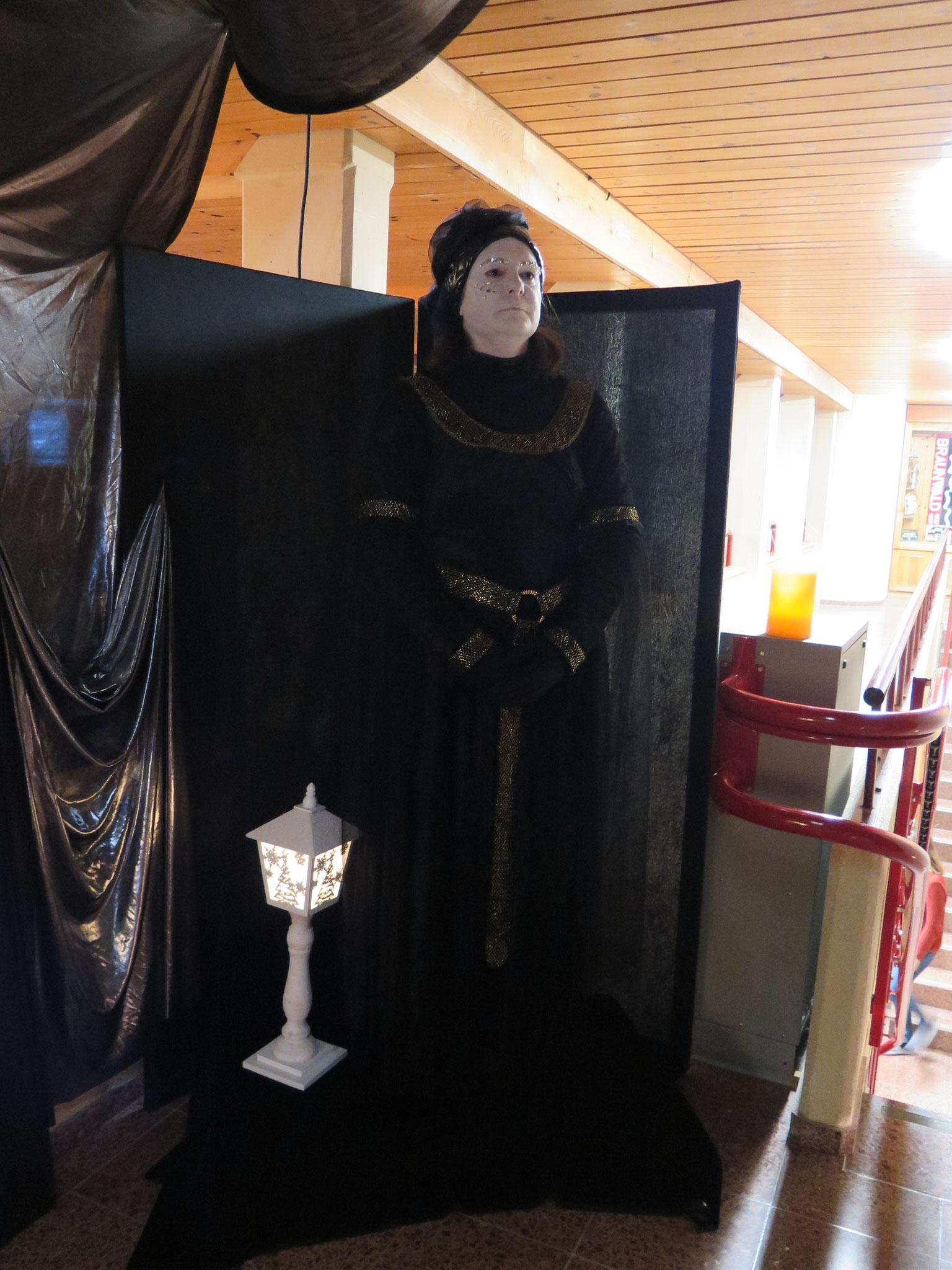 Als begrüssung eine Statue