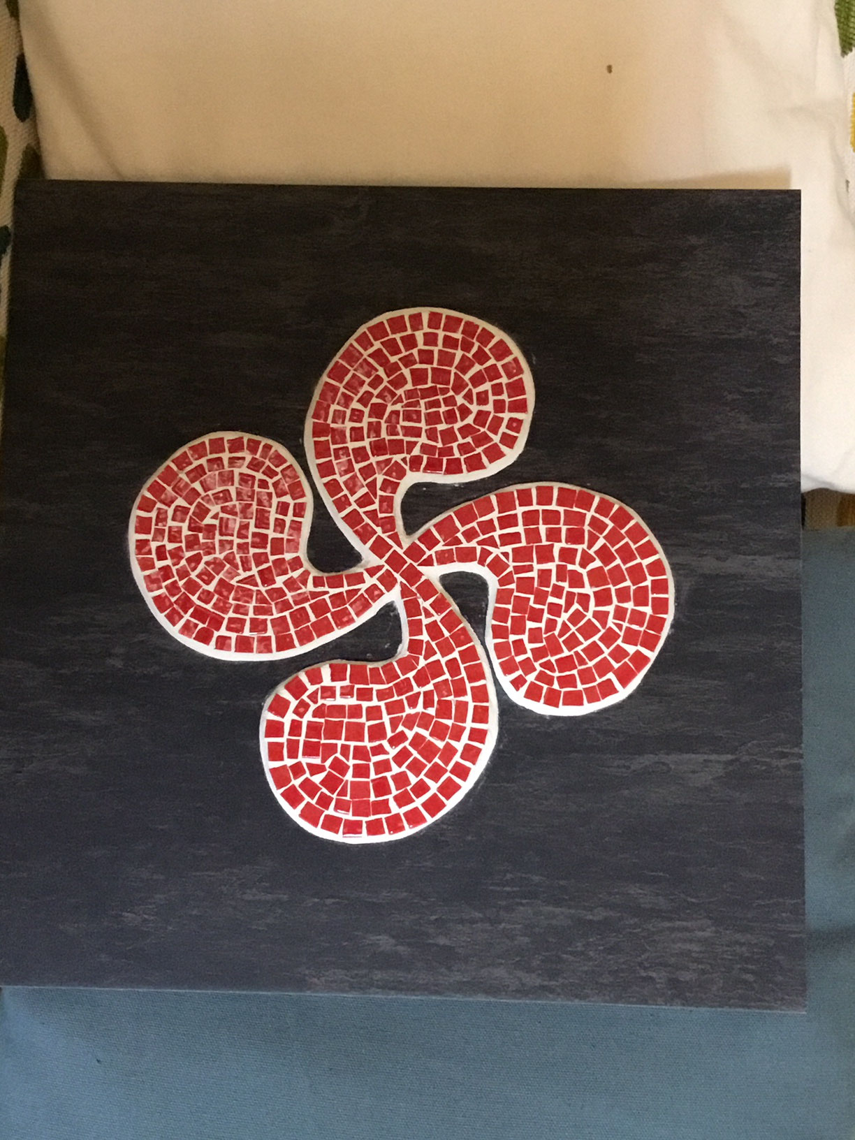 et pour finir une croix Basque sur ardoise.