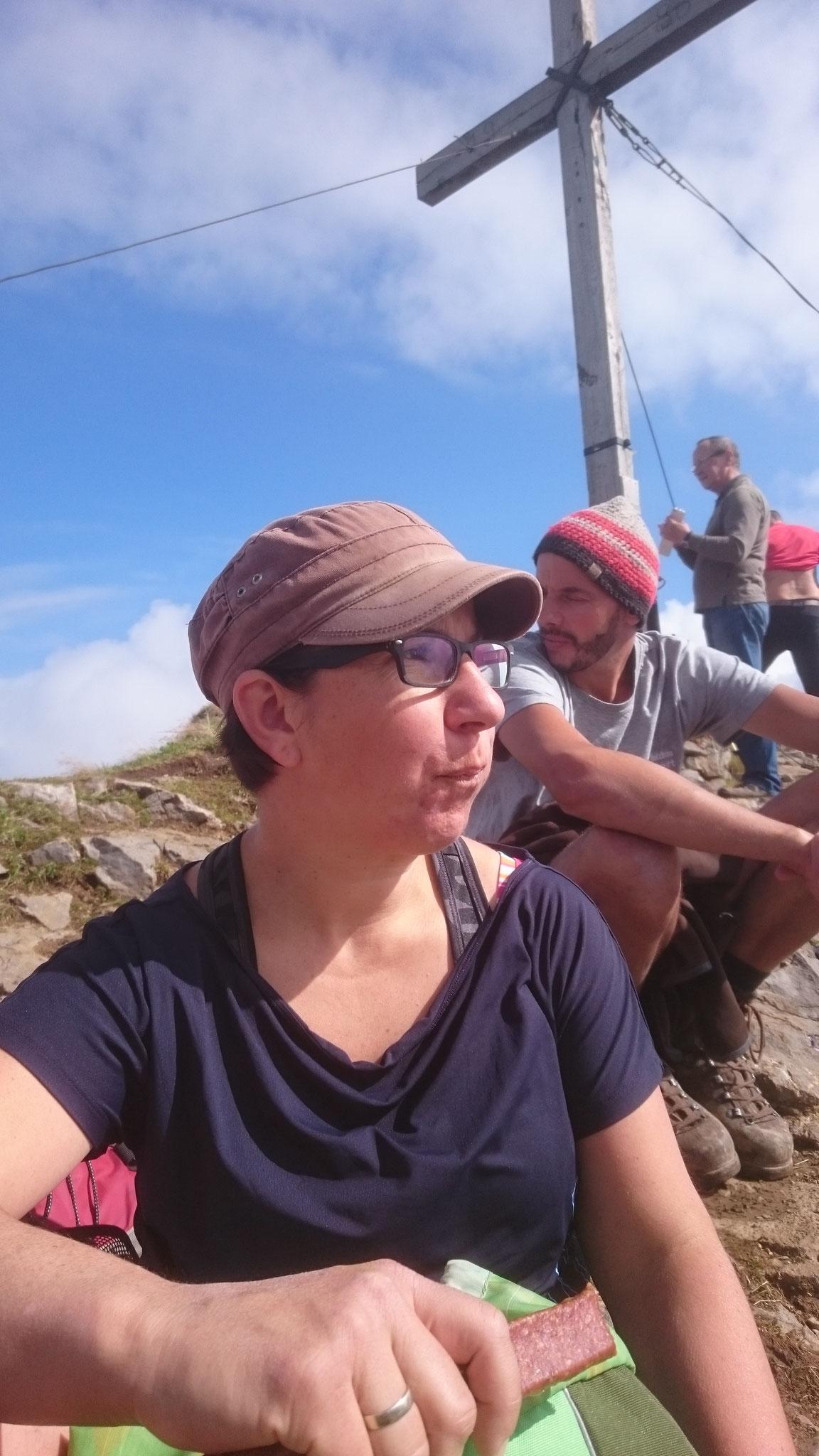 Brotzeit am Gipfelkreuz