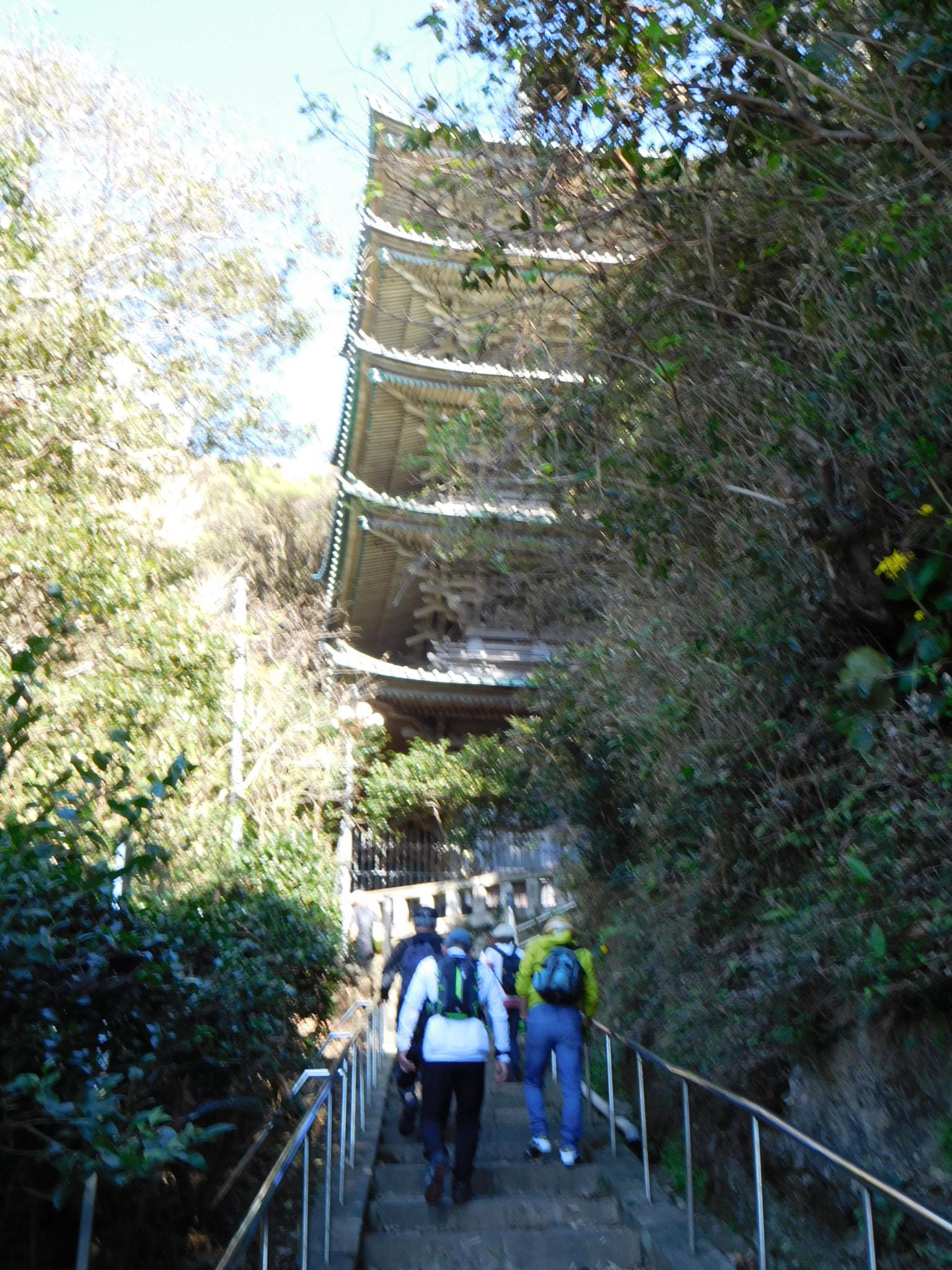 神奈川随一の五重塔へ