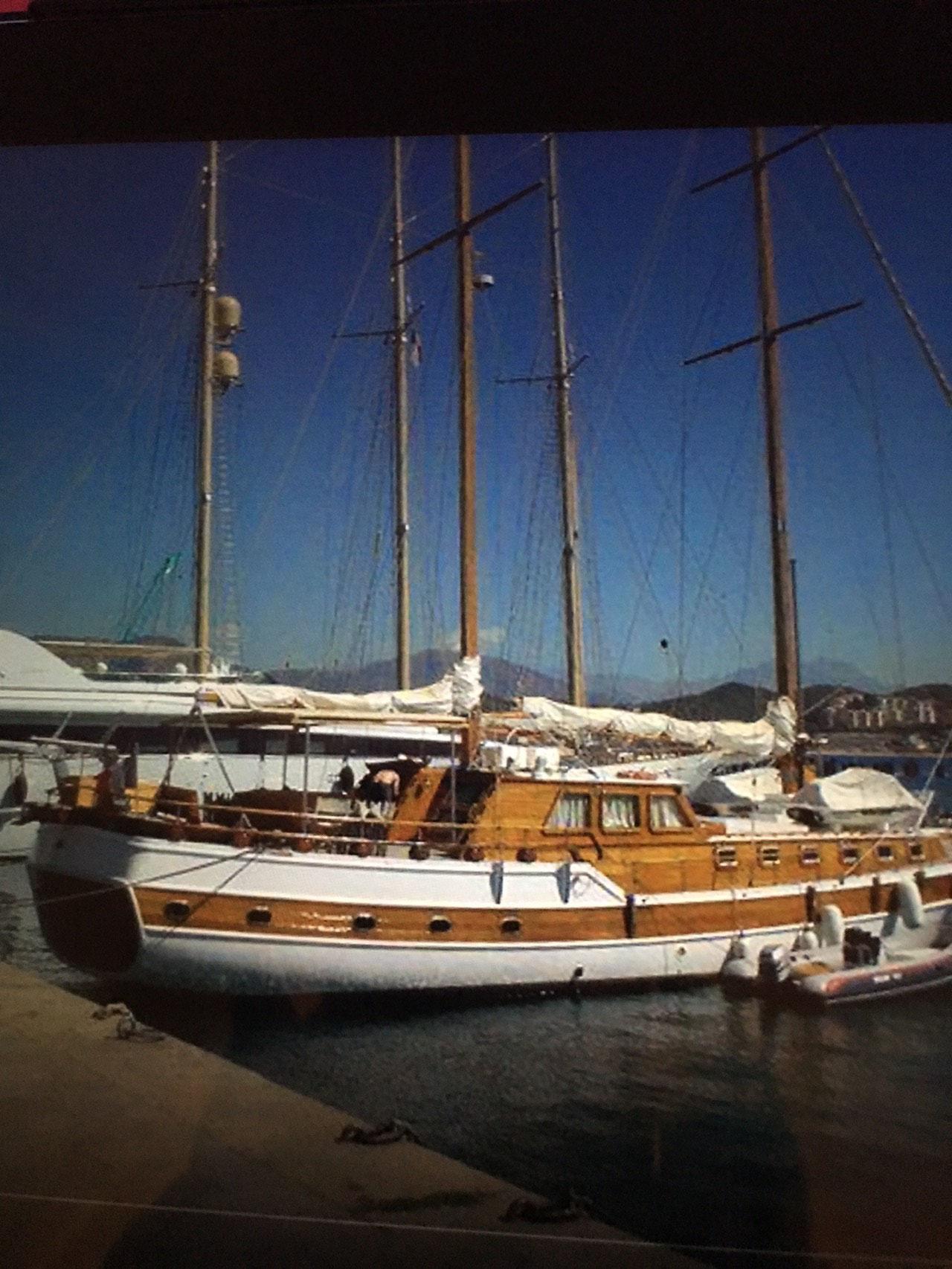 Quelques jolis yachts en goguette à Ajaccio