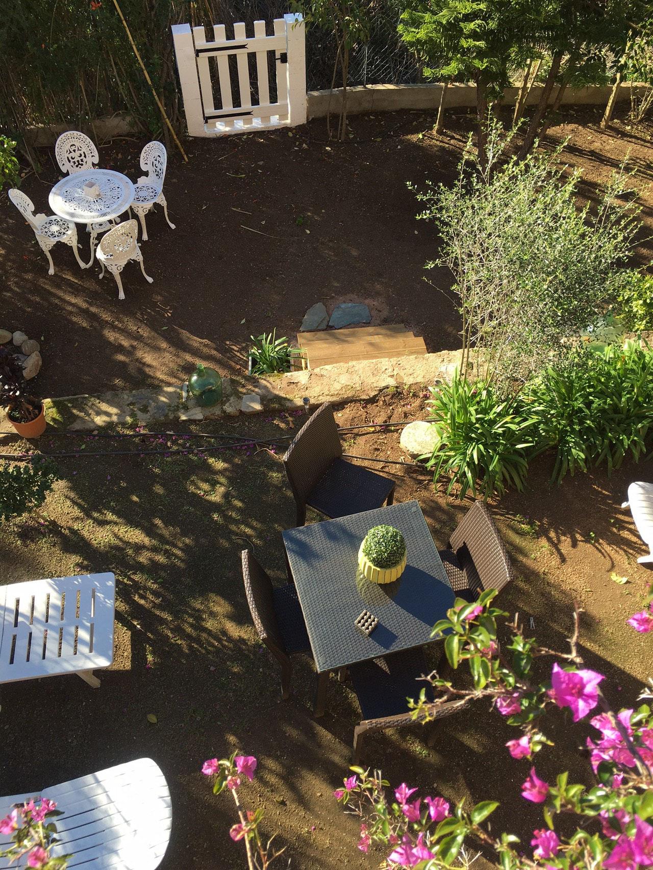vue du jardin en hauteur -La maison de Ninette -