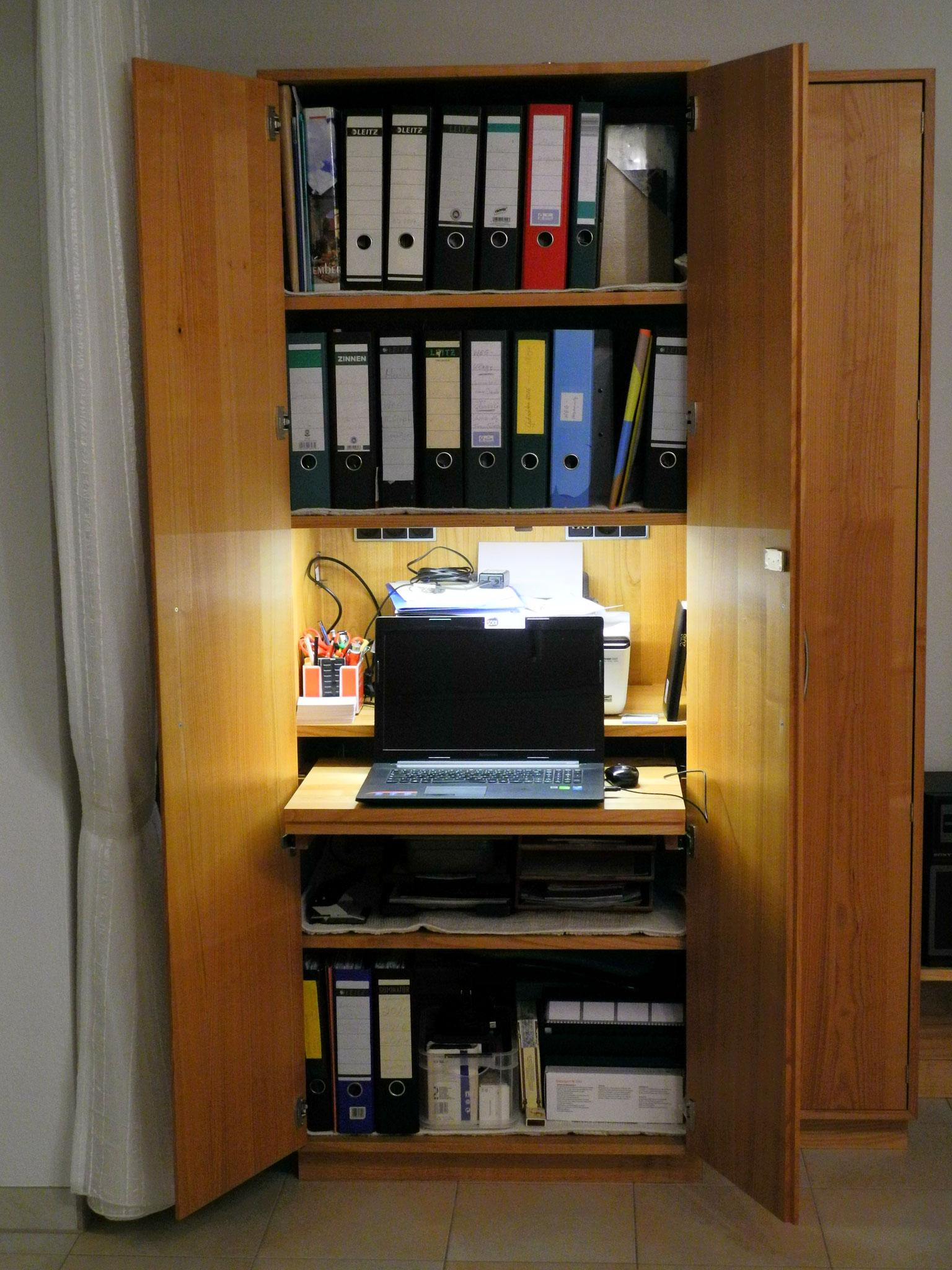 HomeOffice im massiven Wohnzimmerschrank