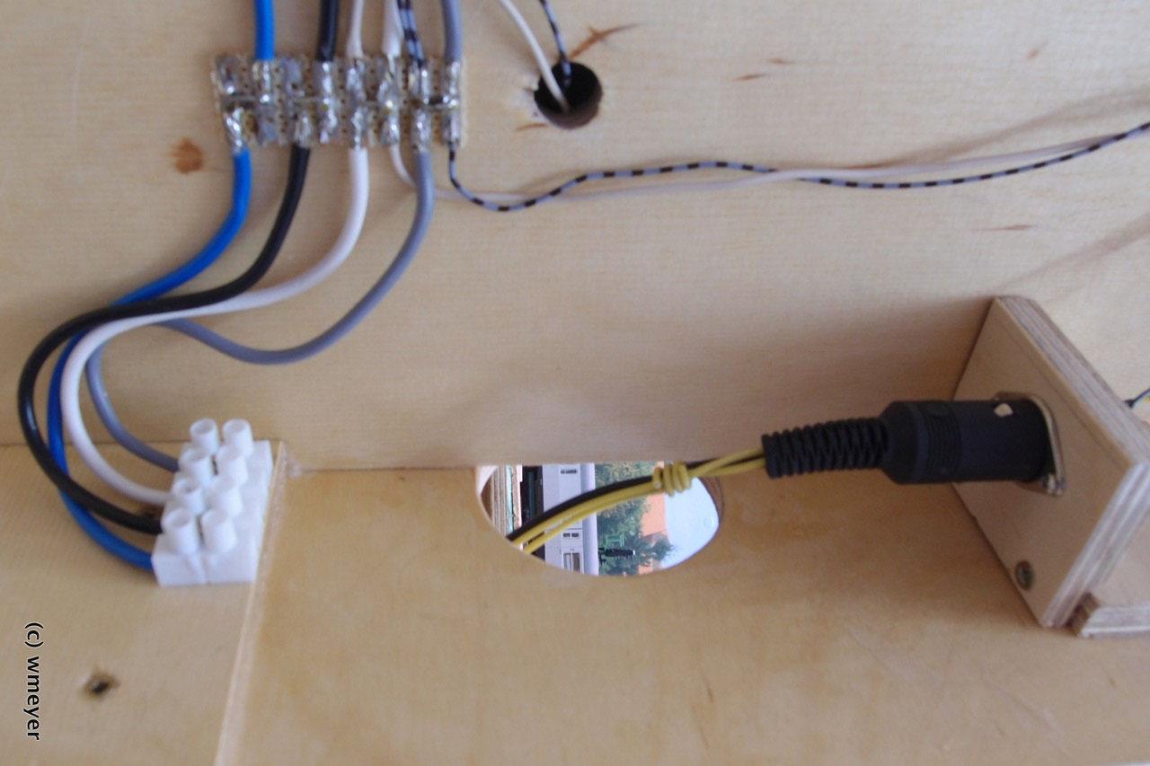 Verbindung über DIN-Stecker zum nächsten Segment