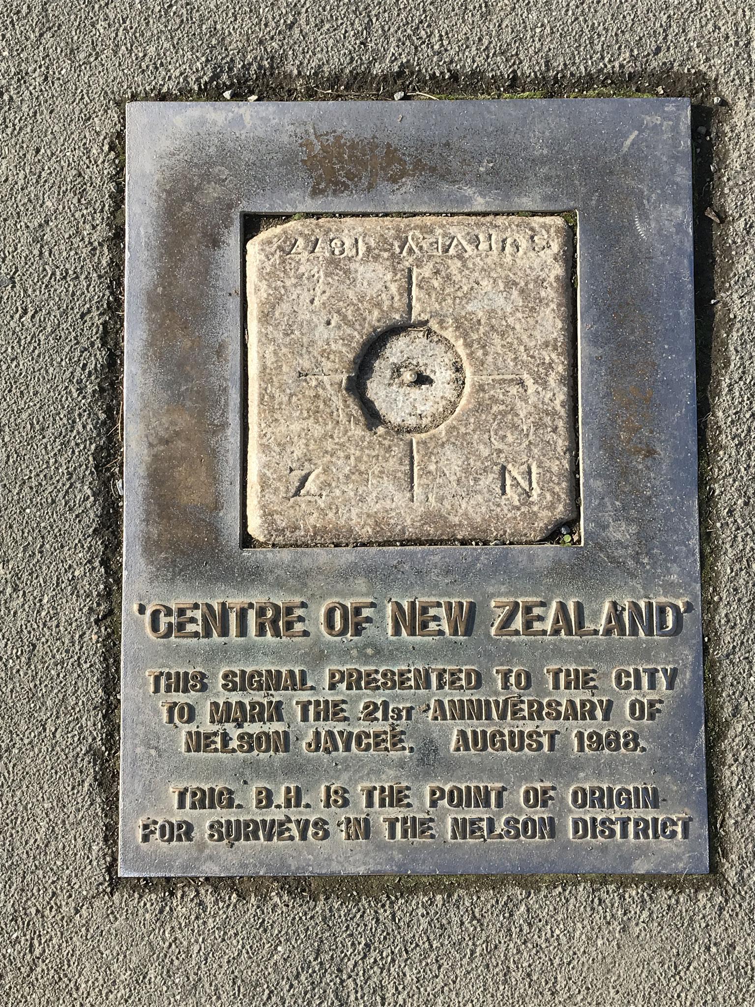 センターオブニュージーランド *ニュージーランドの中心点はネルソンの丘の上にあります