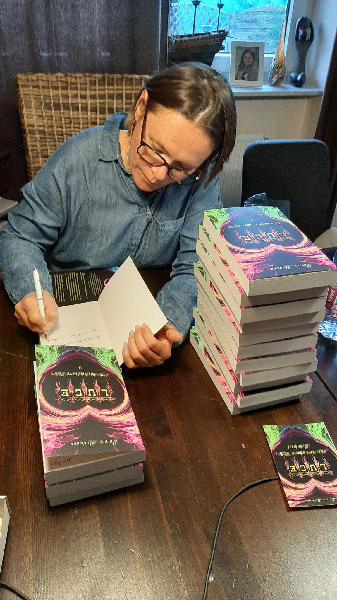 ...Bücher signieren für meine Leser...