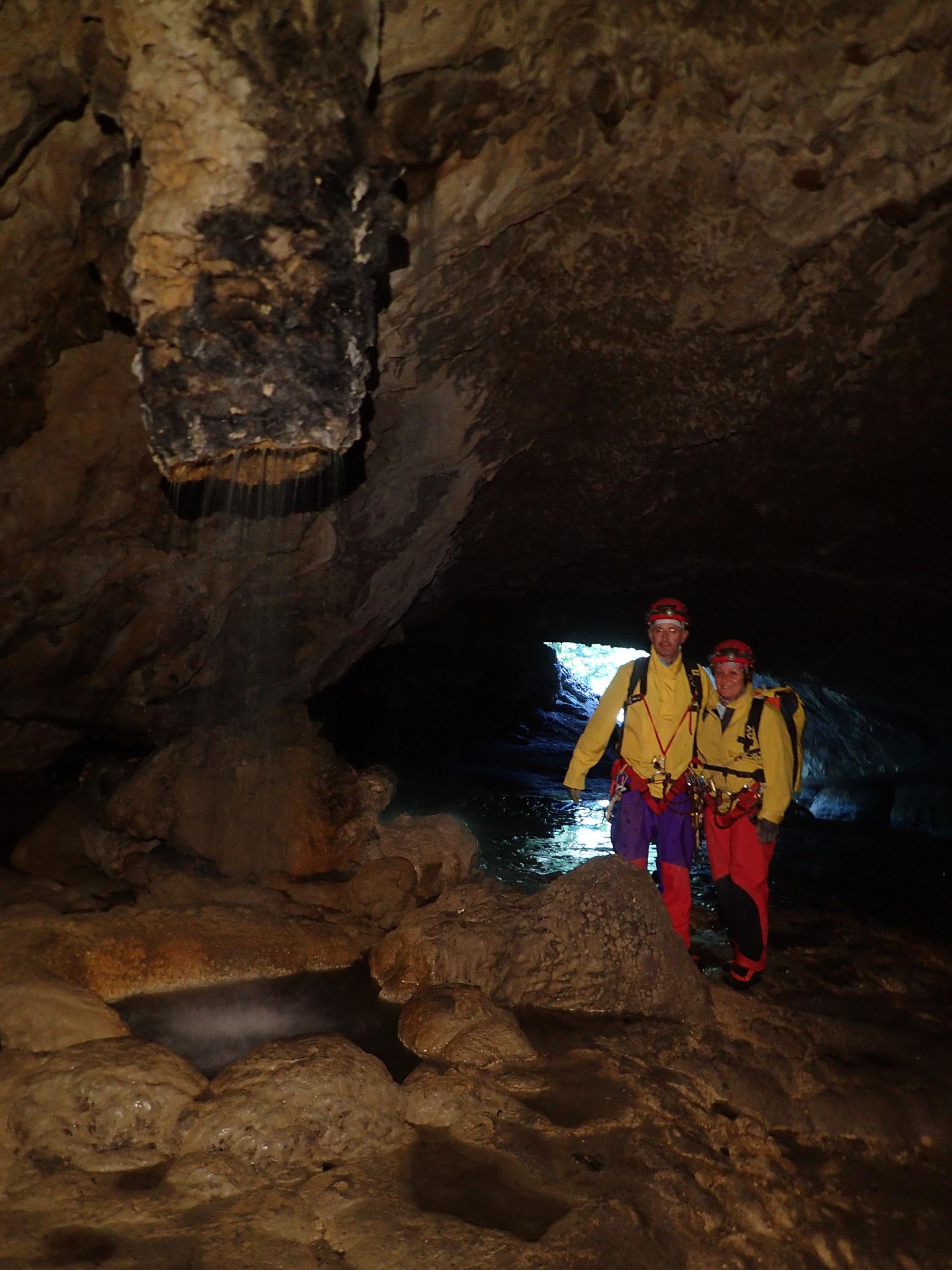 Entrée-grotte des Eaux Chaudes
