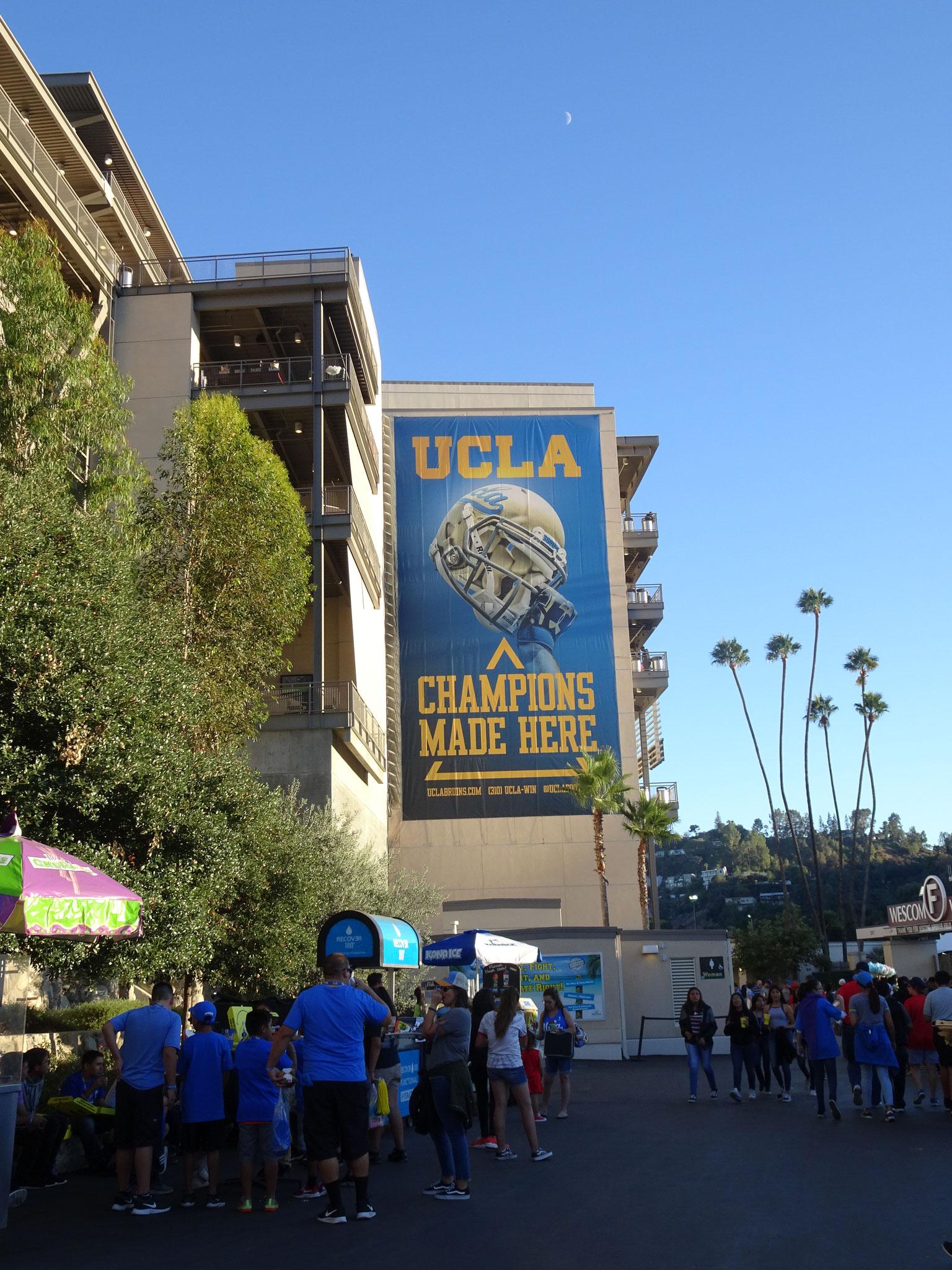 Entrée du Rose Bowl : UCLA Bruins vs Bulldogs de Fresno State (2018/19)
