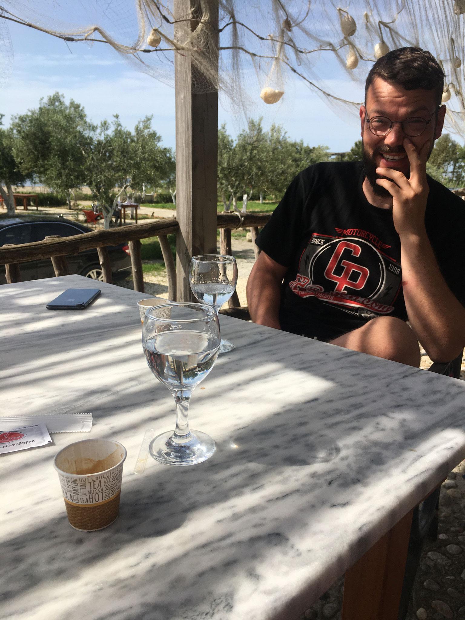 Raki gibt's zu jeder Tageszeit! Also auch mal nachmittags zum Kaffee :)